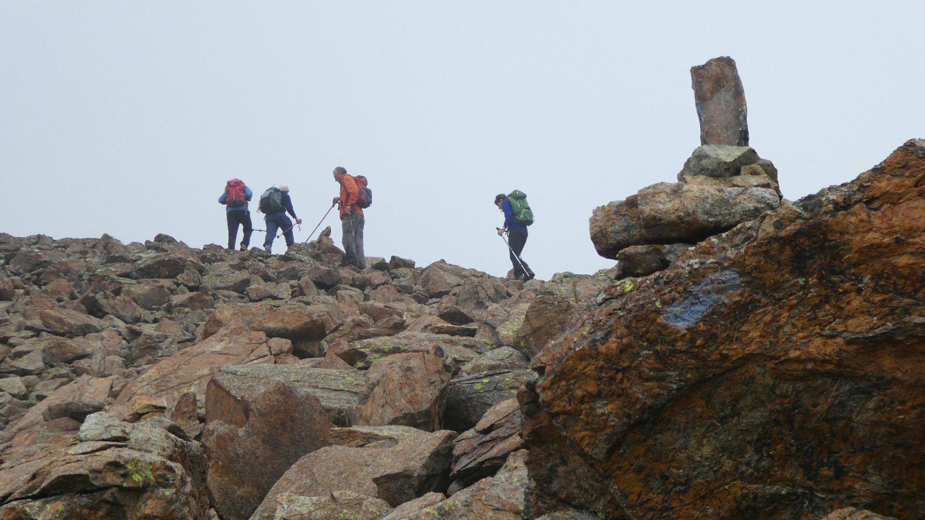 salendo lungo la cresta sommitale verso il Rocciavrè
