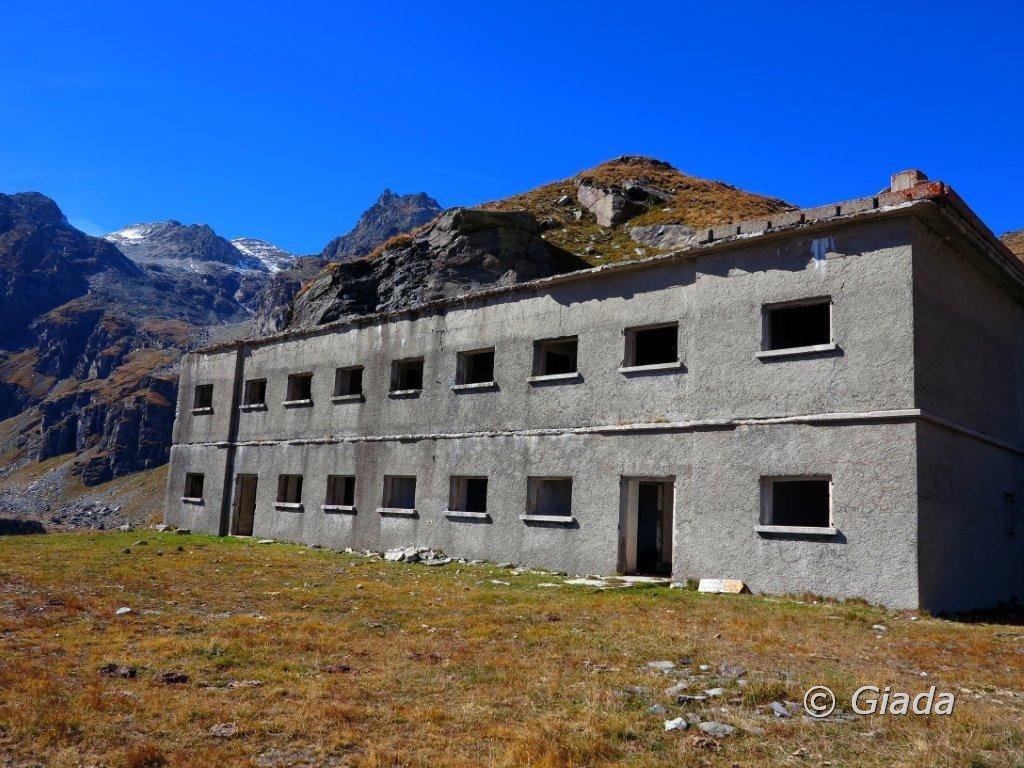 La caserma sotto al Col Clapier lato Val Clarea