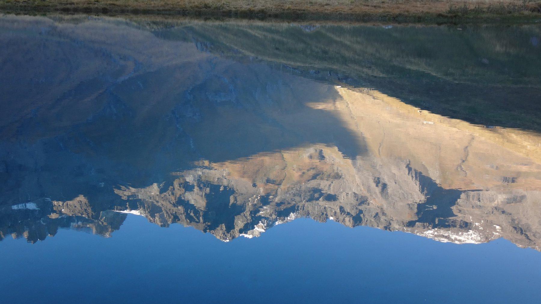 Il grand Combin si specchia nel Lago di By