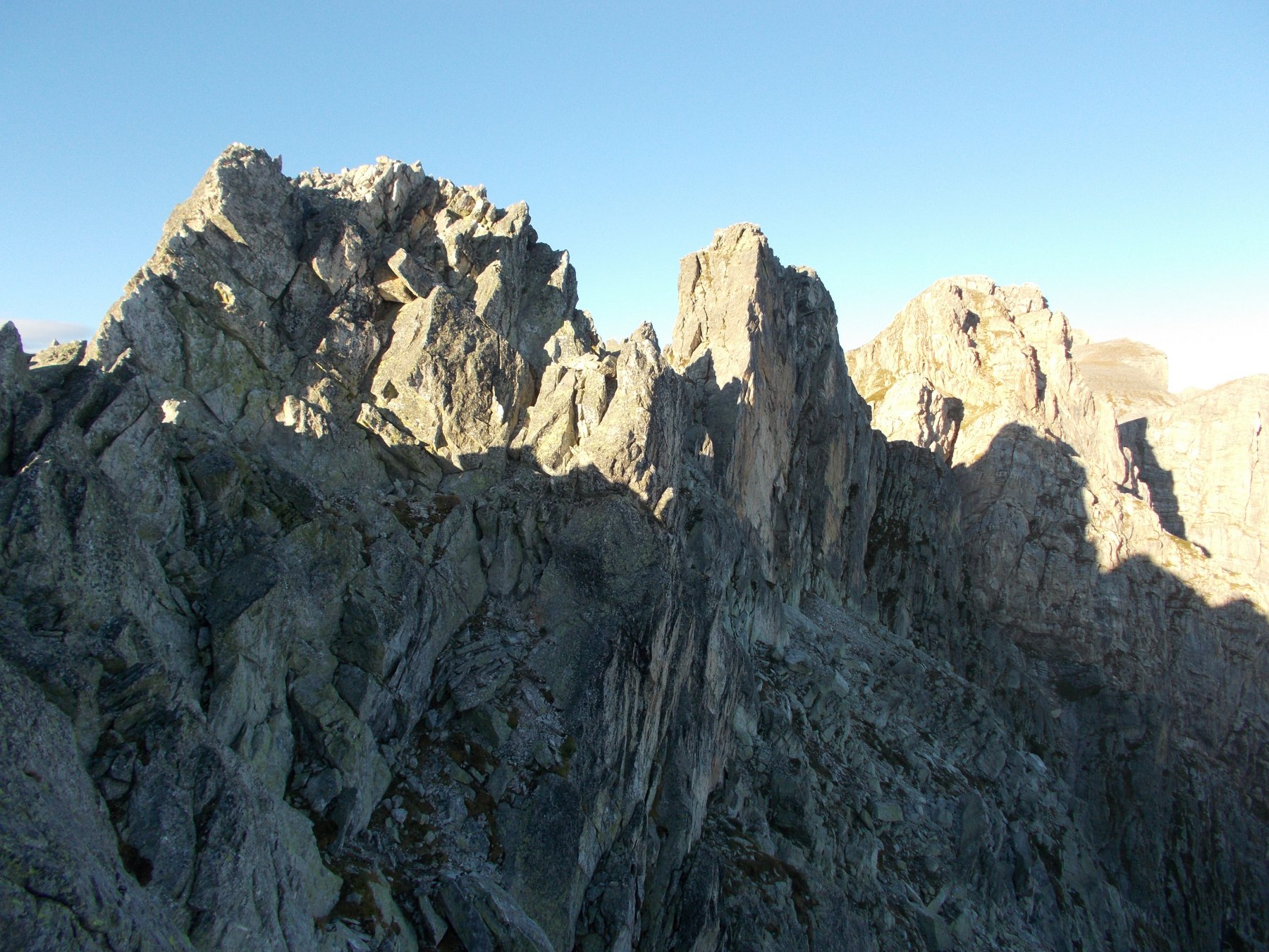 le tre puntine in ordine da sx carmelina ernesta e emma..dalla cresta tra la Porta del Marguareis e il Colle del Pas..