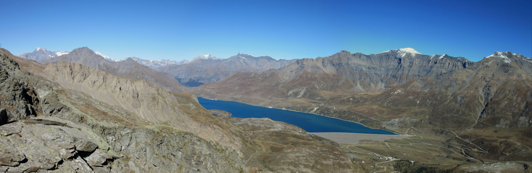 Panorama da sopra il bivacco sul Lago del Moncenisio