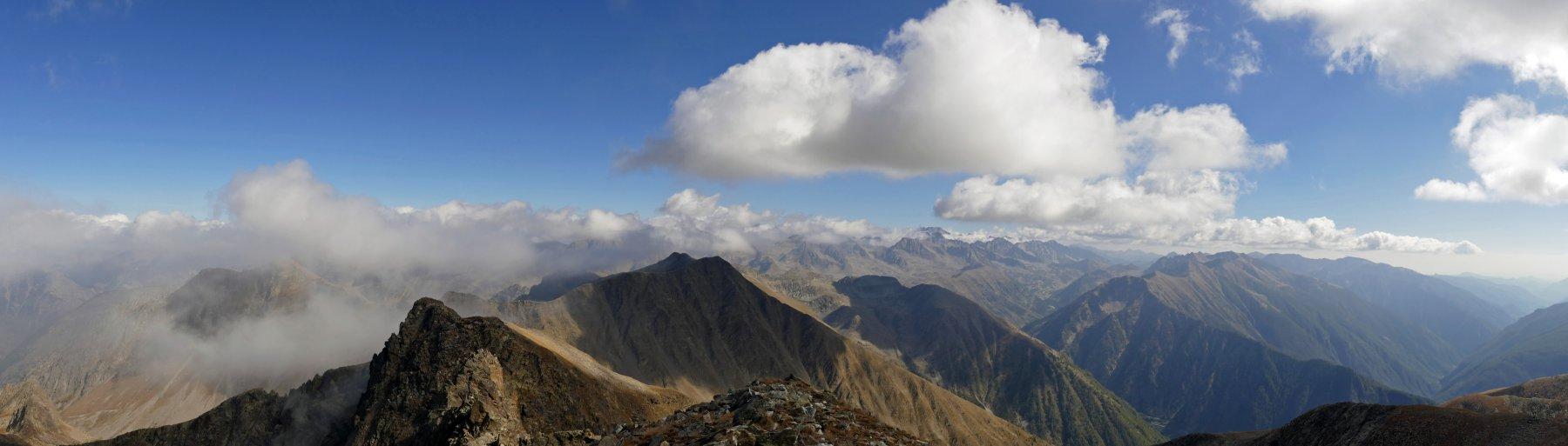 Panoramica dalla cima Centrale verso le vette della Valle Gesso