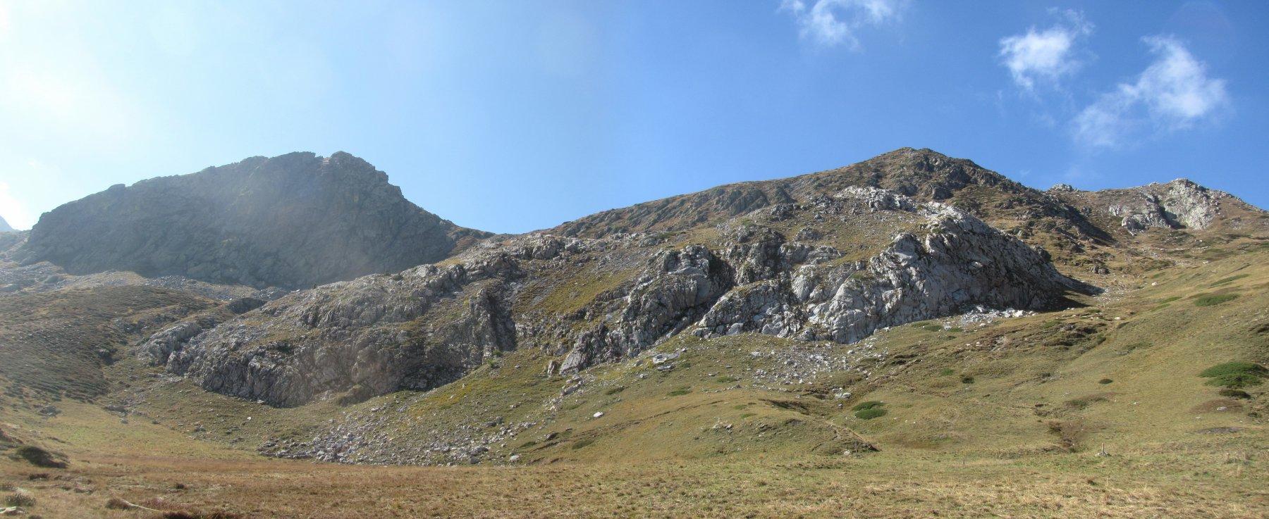 La cresta dei Rastelli: a ds. Porta Sestrera, a sin. la massima elevazione