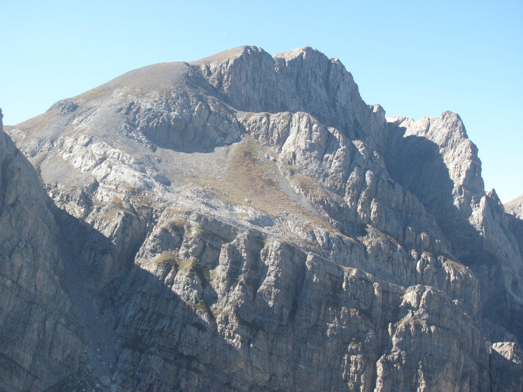 La P.ta Marguareis è di fronte, con la P.ta Tino Prato a ds. e il Canalone dei Torinesi a sin.