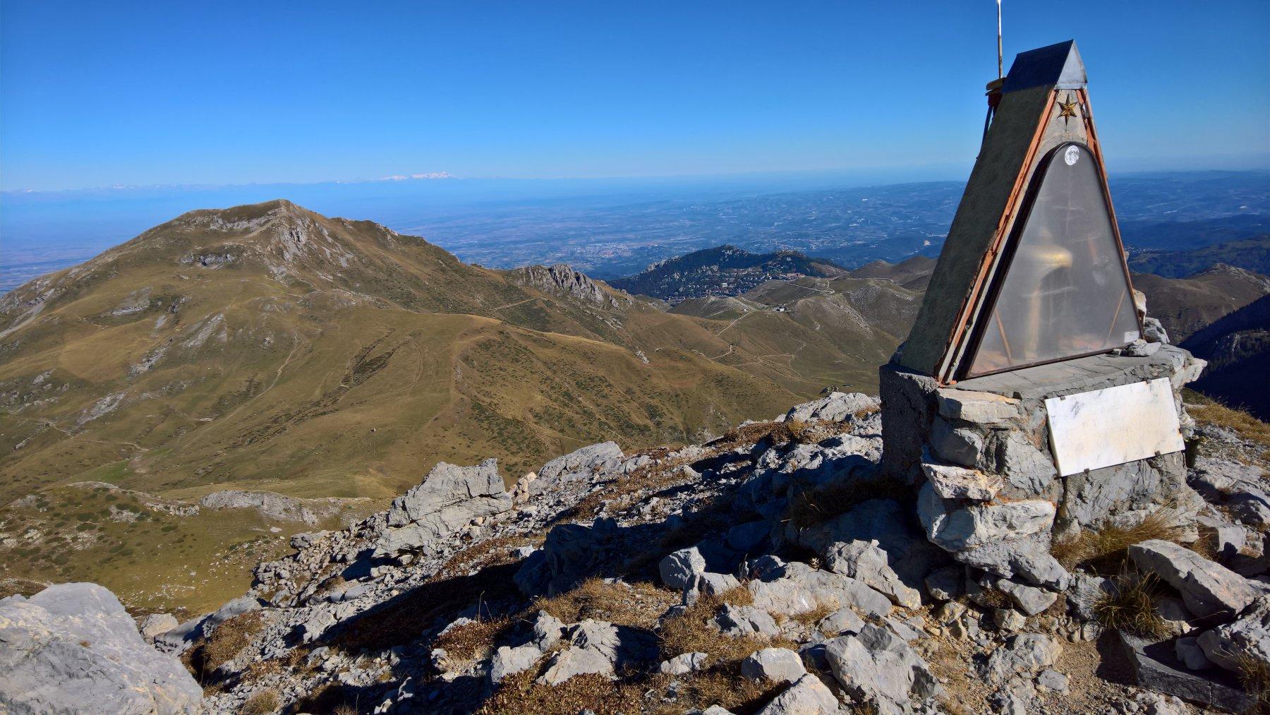 sulla cima Seirasso col Mondolè sullo sfondo