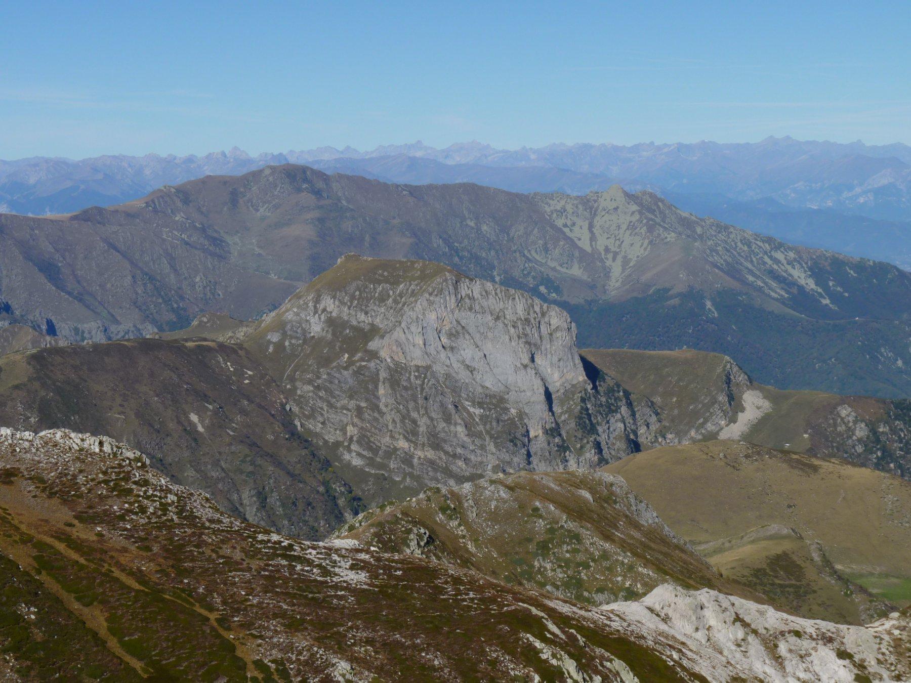panorama verso Castello, Grosso , Cars , Bisalta ...