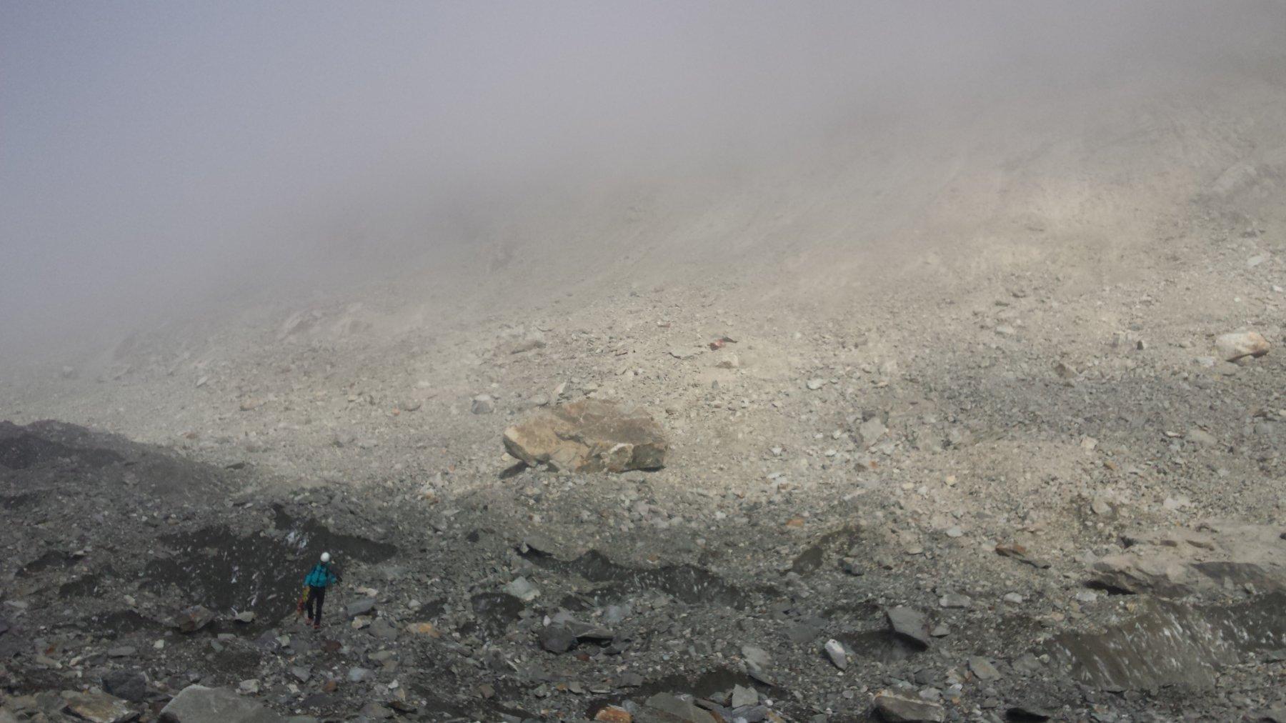 Gli sfasciumi di Konkordiaplatz e il masso gigante (punto di riferimento per uscire dal ghiacciaio al momento giusto)