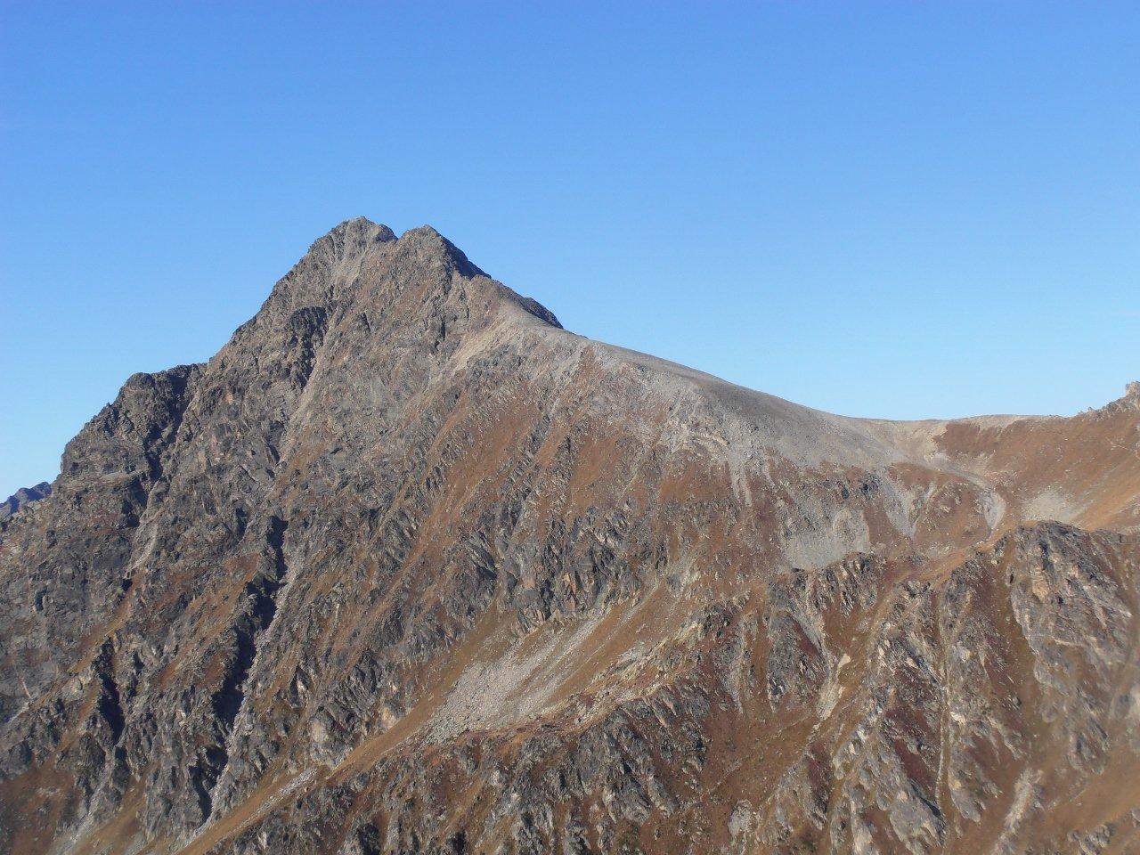 03 - cresta NE completamente priva di neve, presente invecce sulla parete N