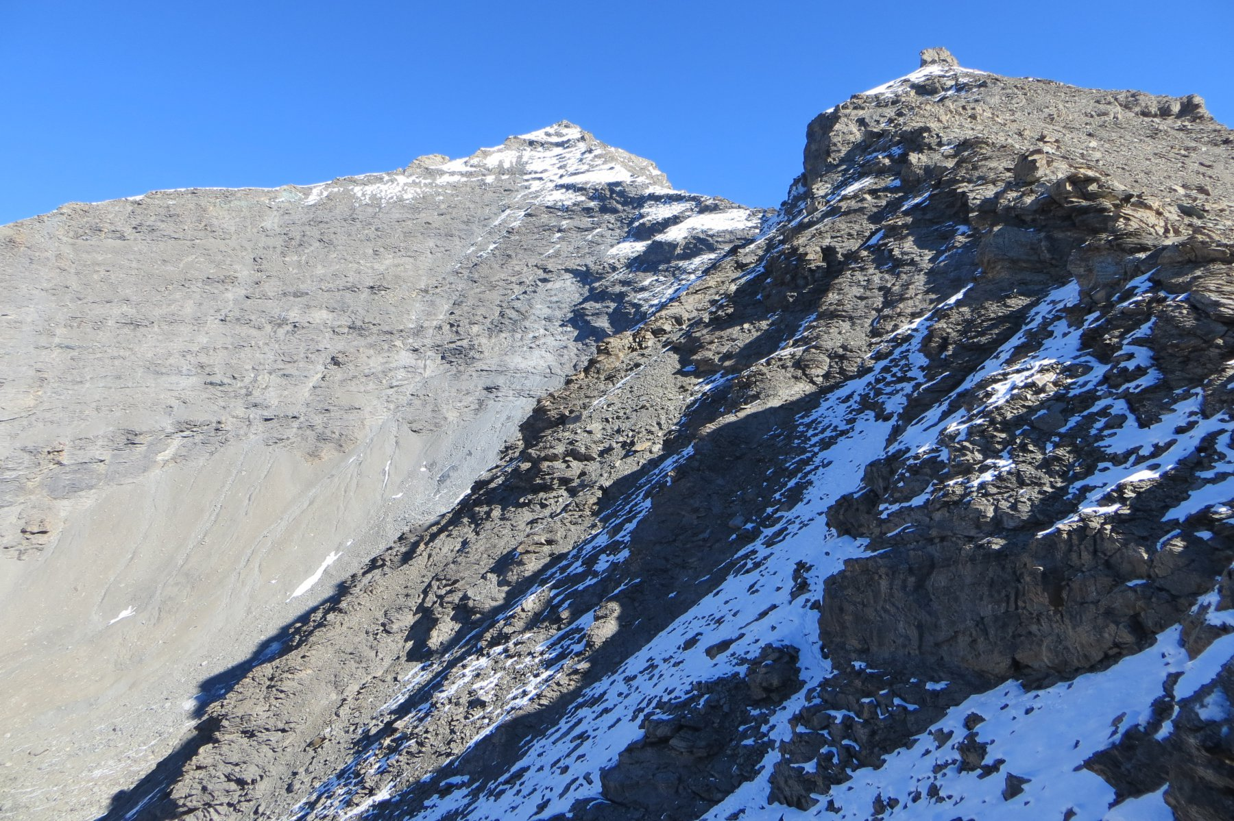 Charbonnel versante ovest a sinistra, Fond d'Orset a destra