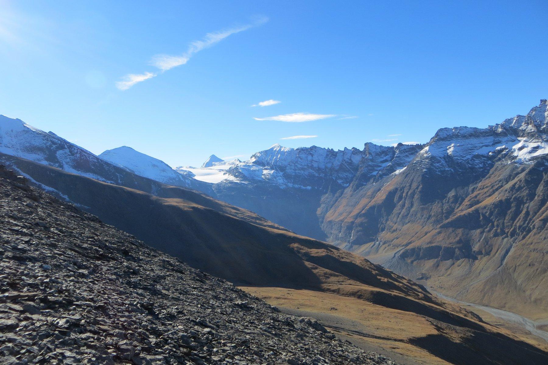 risalendo la cresta O. La testata del Vallon du Ribon con il versante N del Rocciamelone e il ghiacciaio omonimo