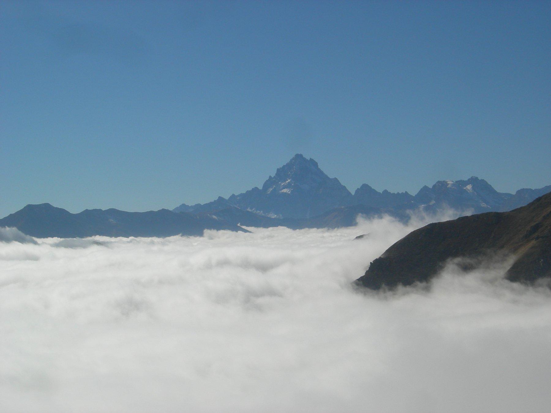 Sotto la cima del Gran Truc oggi solo nuvole.