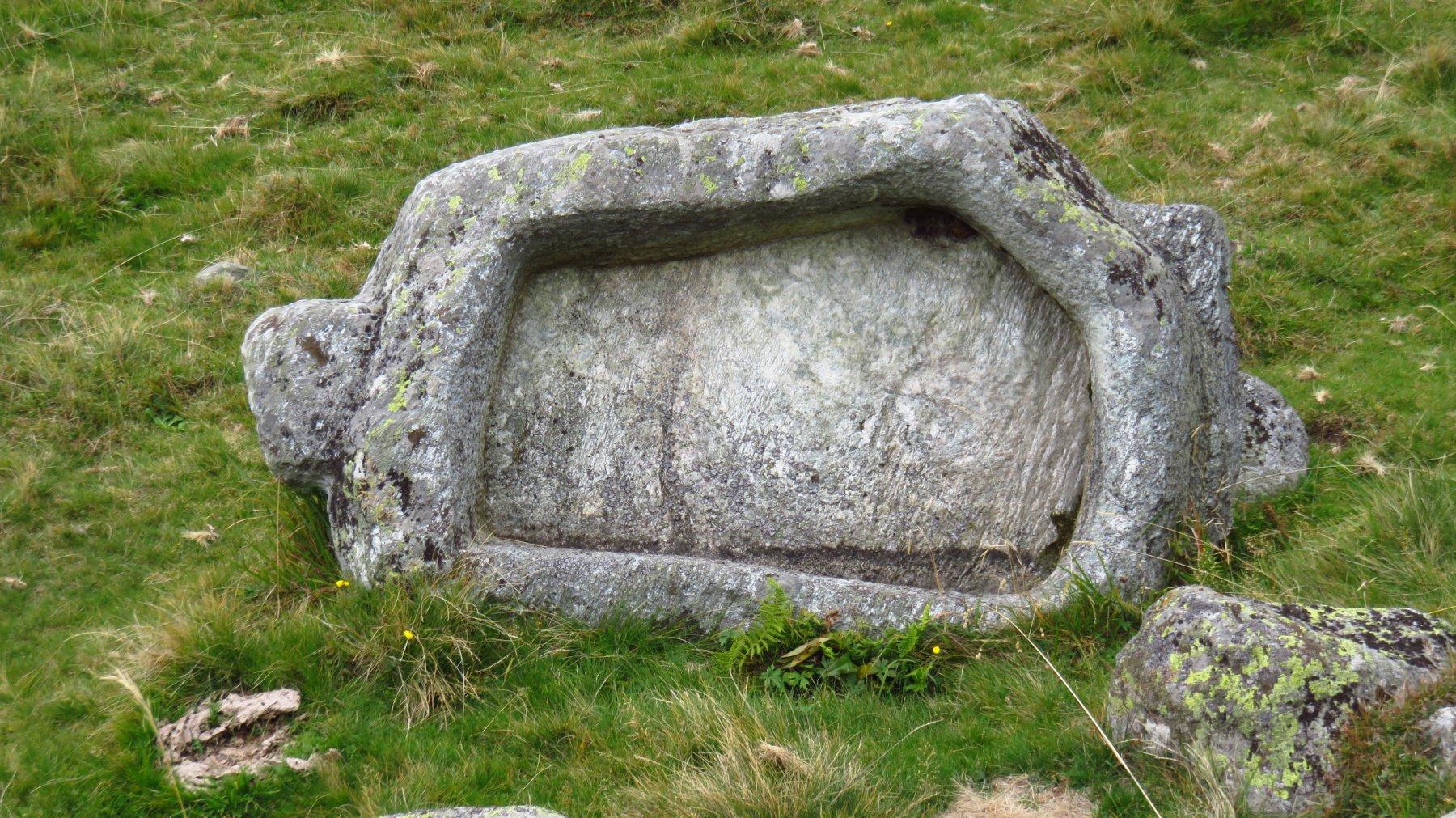 Vasca in pietra integrale, al Pian d'Orgera
