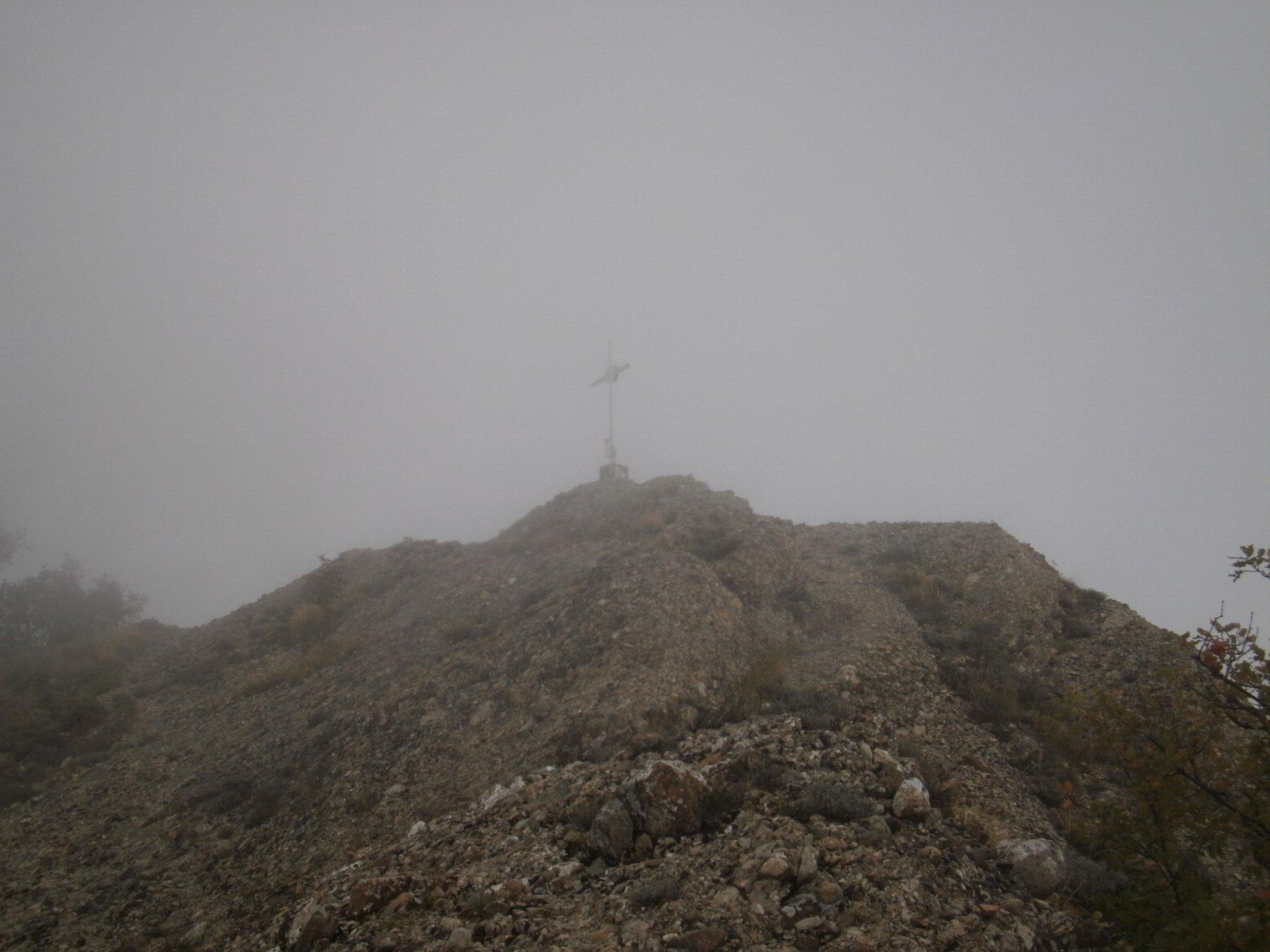 In alto la Croce degli Alpini