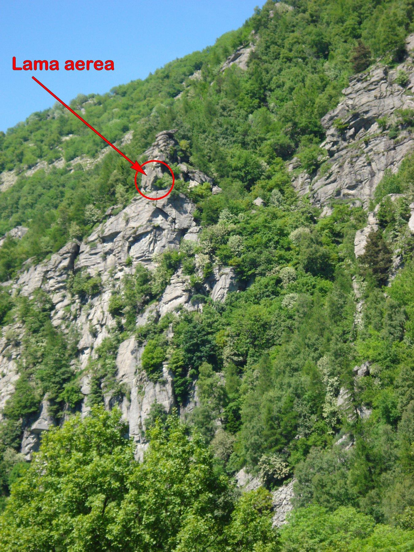 ..nella vista di insieme della piramide, la caratteristica lama aerea si trova lì..