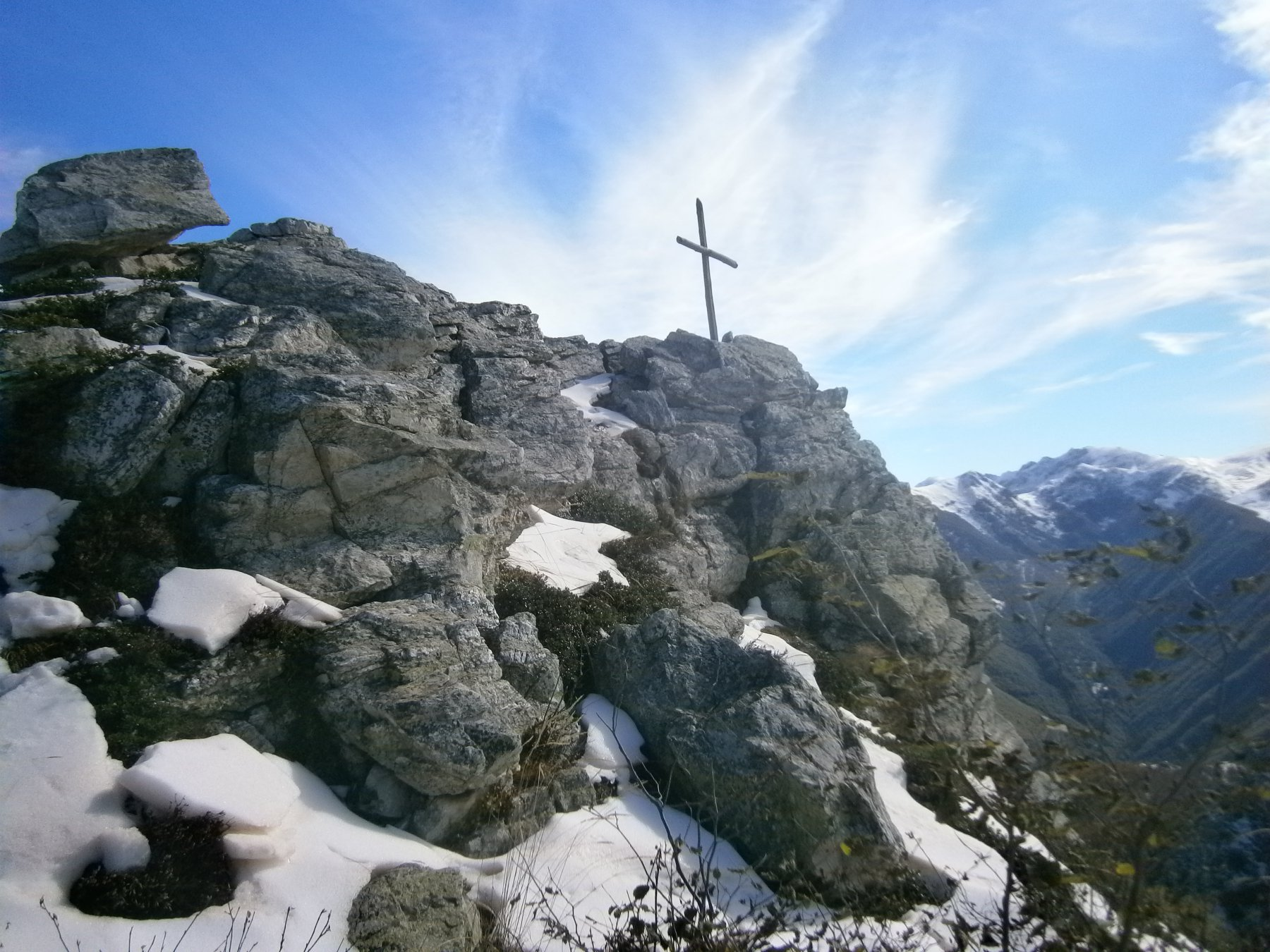 Altra croce poco sotto la cima del m. Merdenzone