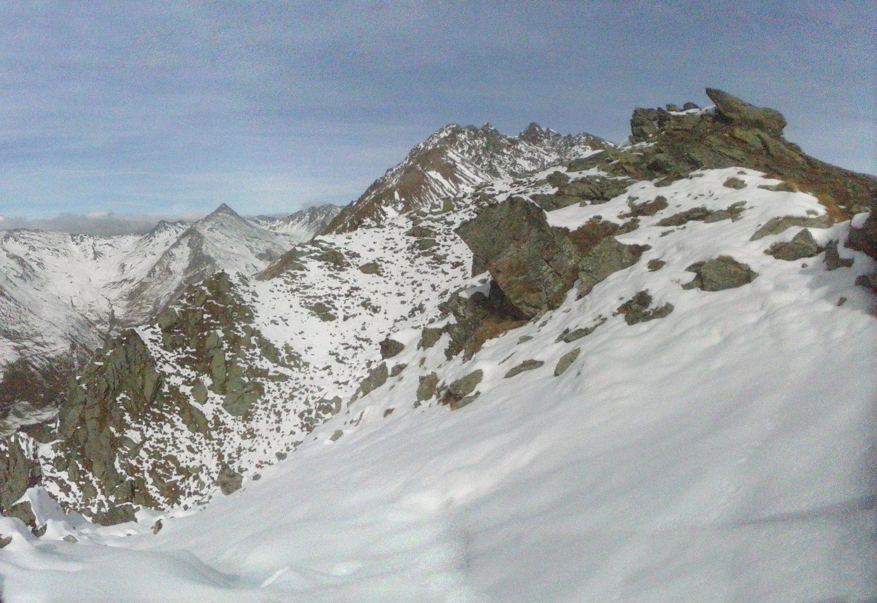 neve  in vetta sul versante Nord...