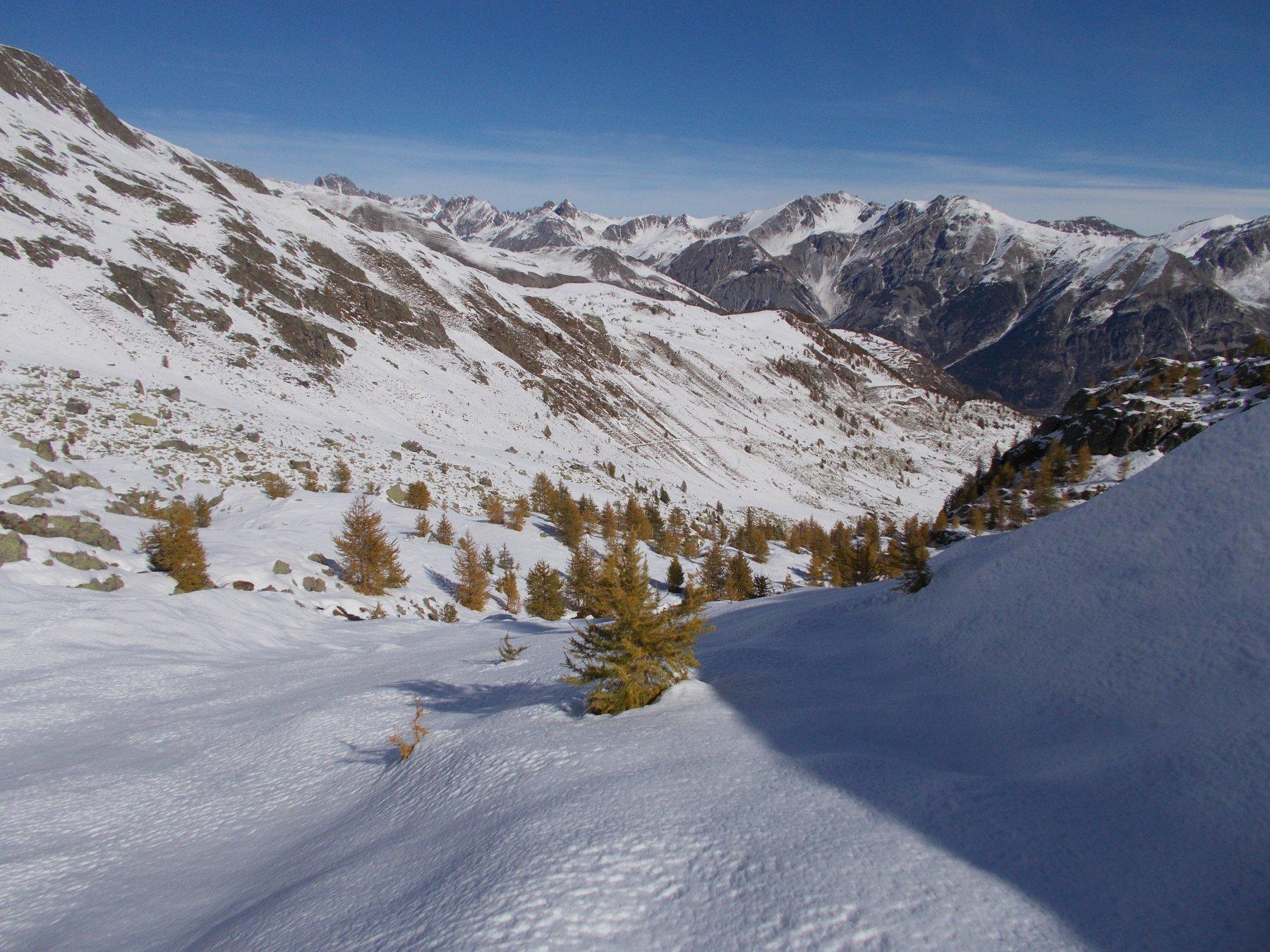 primi cenni d'autunno nel vallone di Forneris..qui..visto dall'alto e ben innevato..