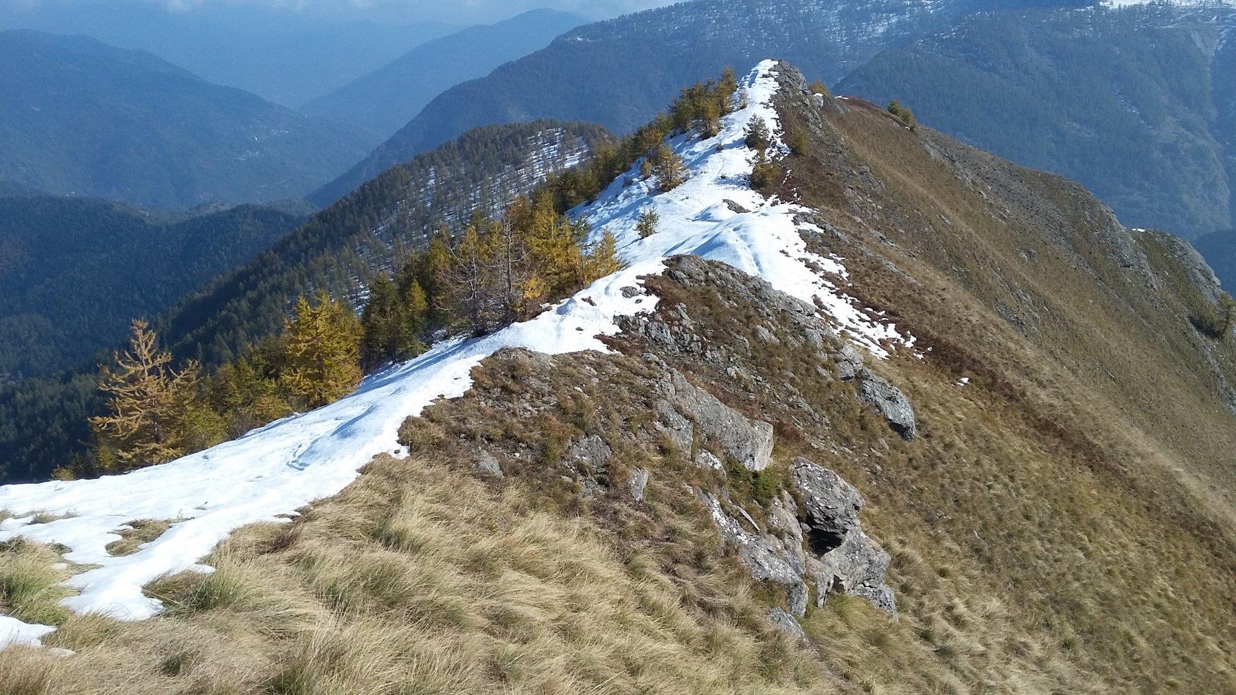 la cresta verso valle
