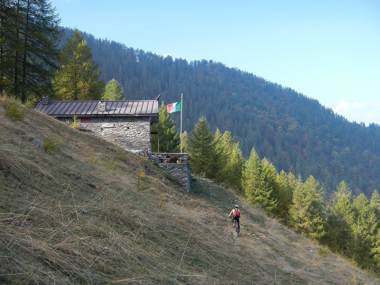 poco dopo l'Alpe Toglie sul sentiero GTA in direzione di Pra La Grangia