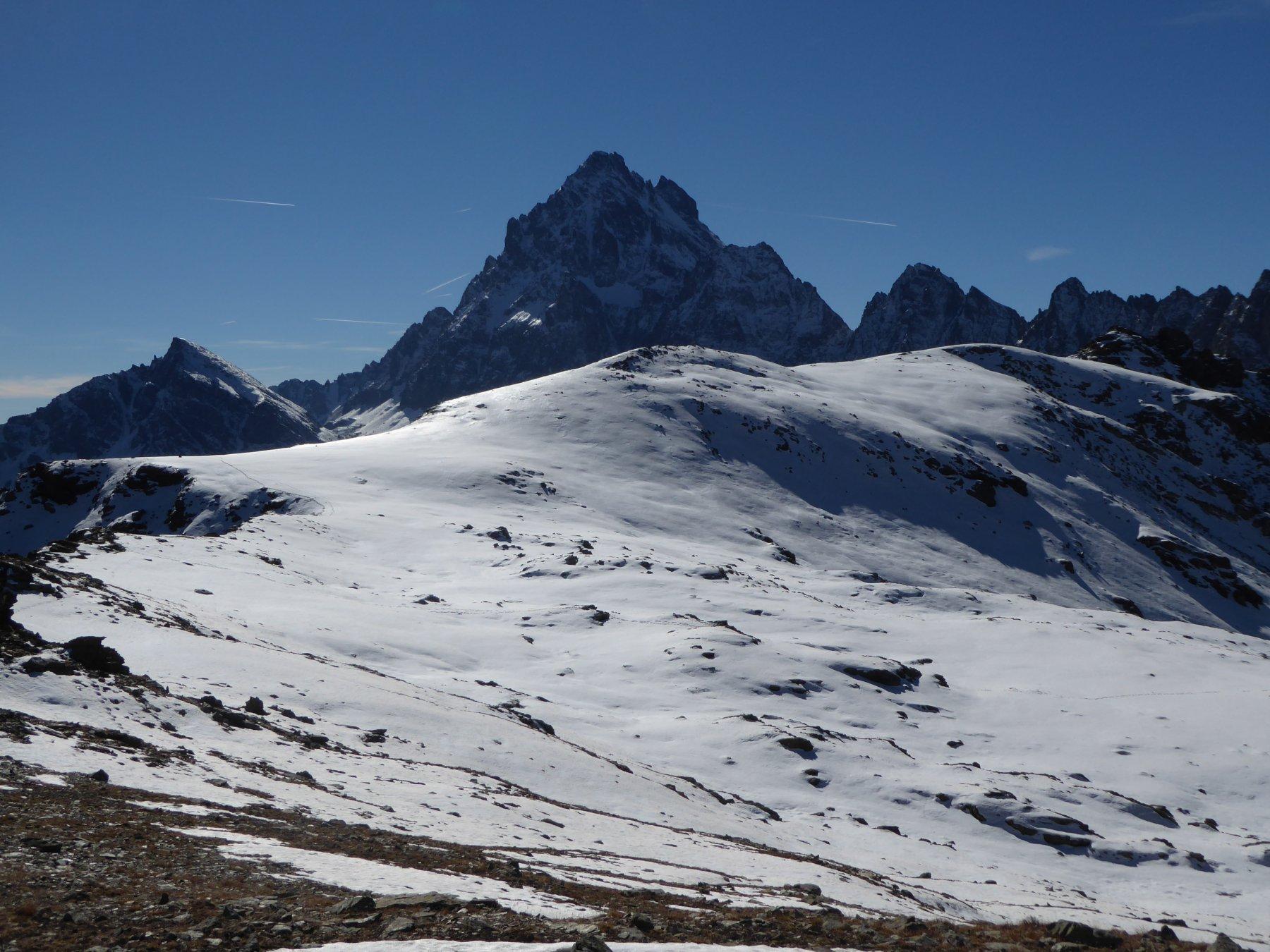 Da sinistra: Rocce Founs, anticima e castello 2761 metri visti da Rocca Nera