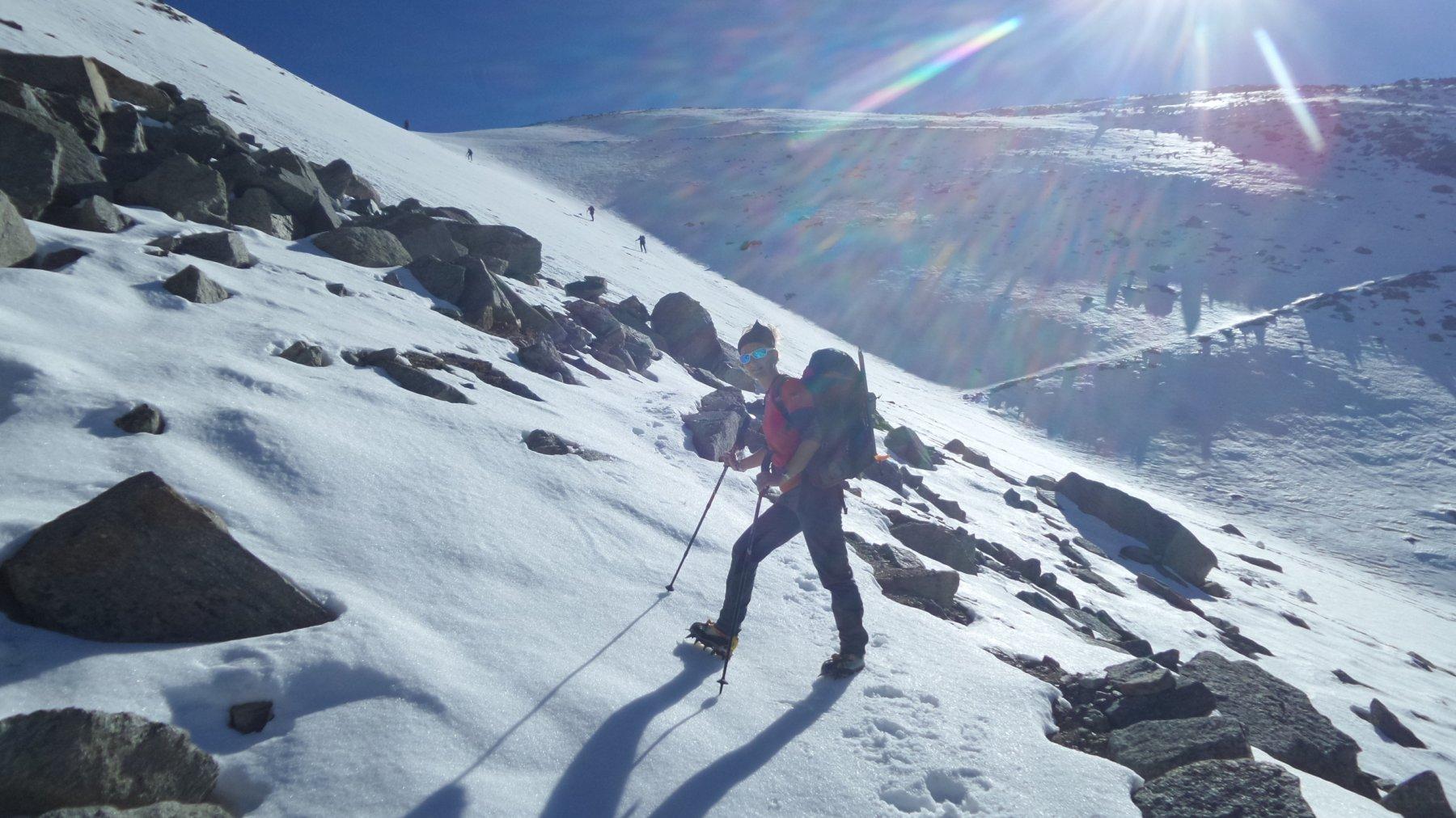 per raggiungere il colle saliamo direttamente per il pendio-canale nevoso