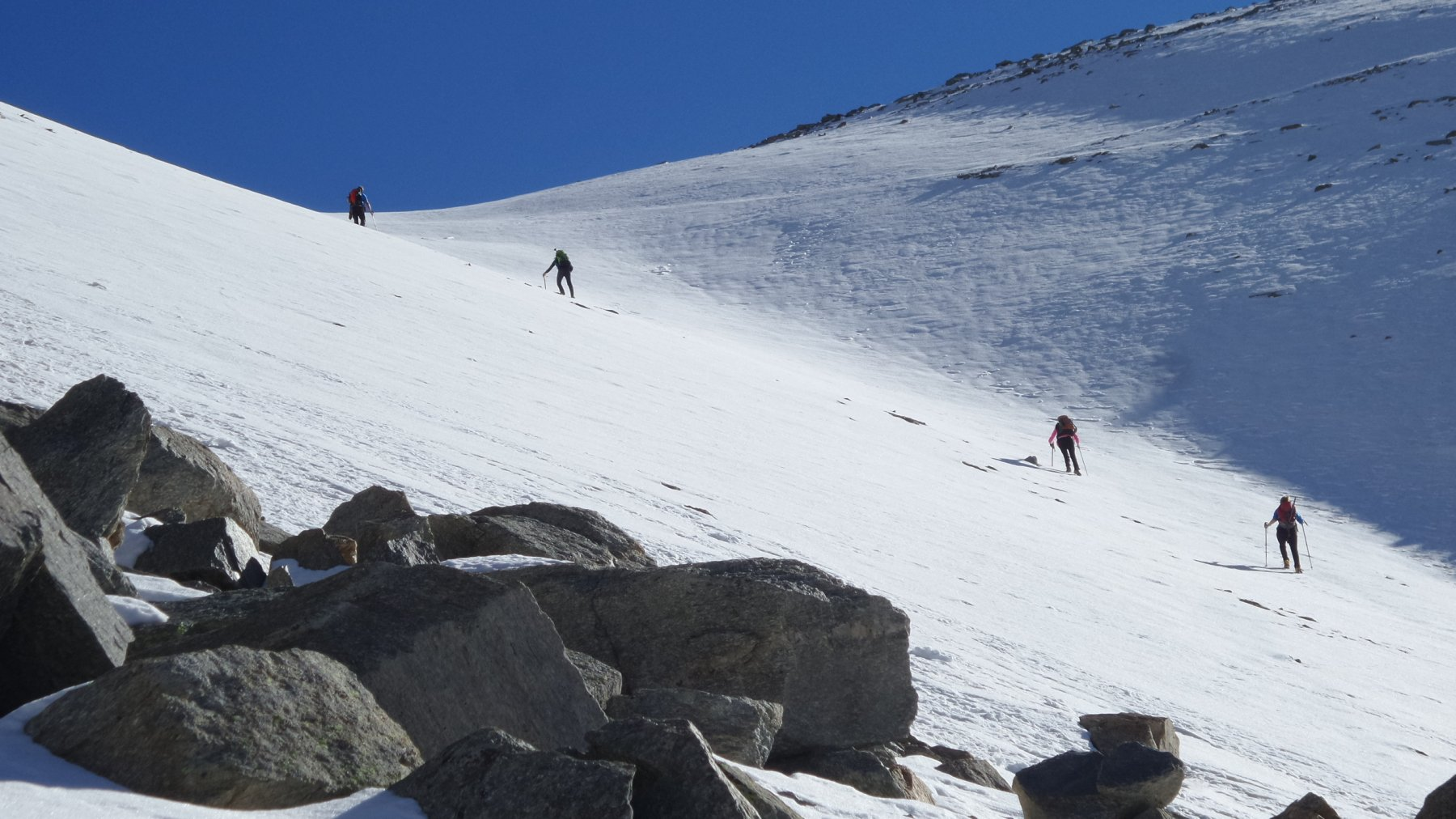 salendo la rampa nevosa verso il Colle della Terra
