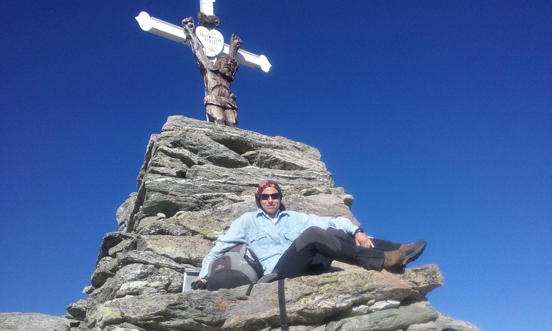 In vetta sotto la croce con il caratteristico Cristo ligneo