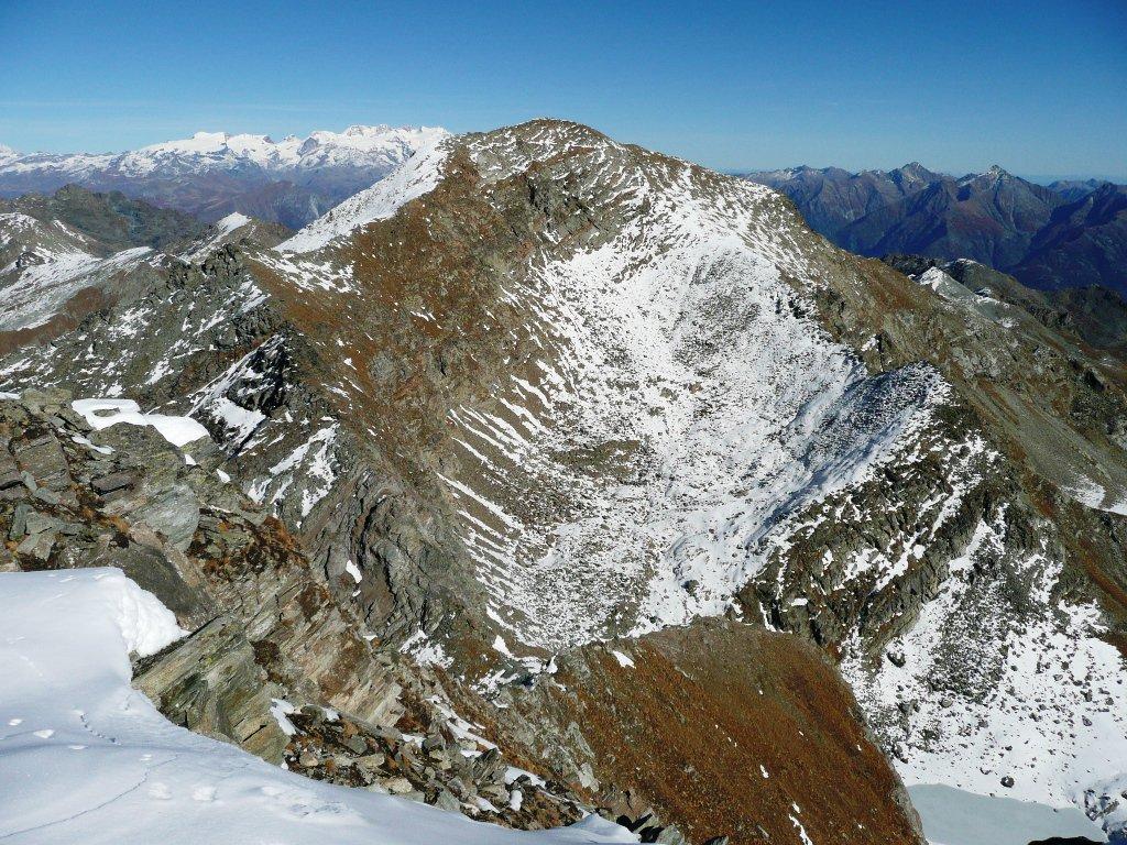 Mont Glacier e Rosa sullo sfondo, in basso a destra il Lago Gelato