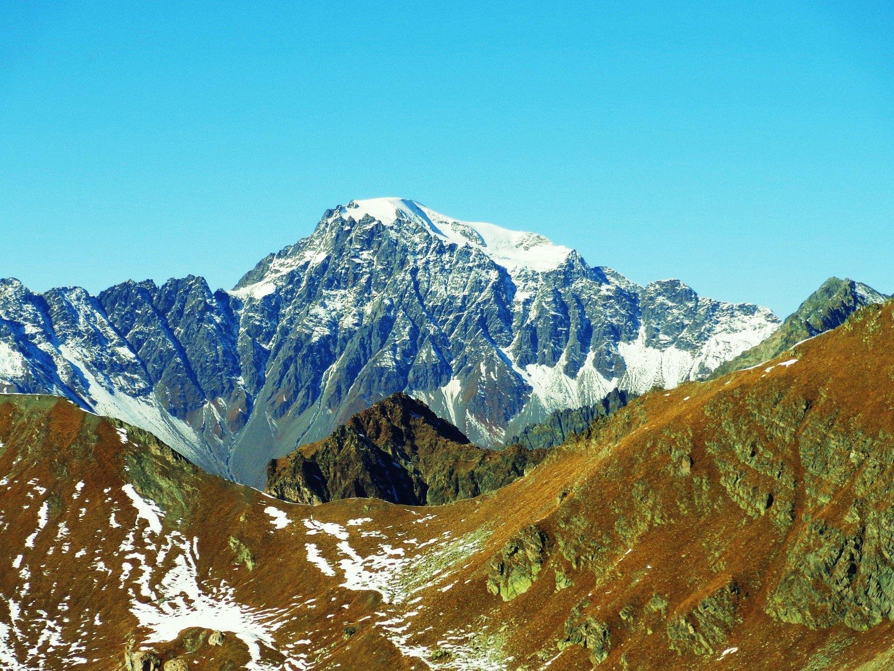 Sguardo verso il Colle Saint Barthelemy e Mont Velan