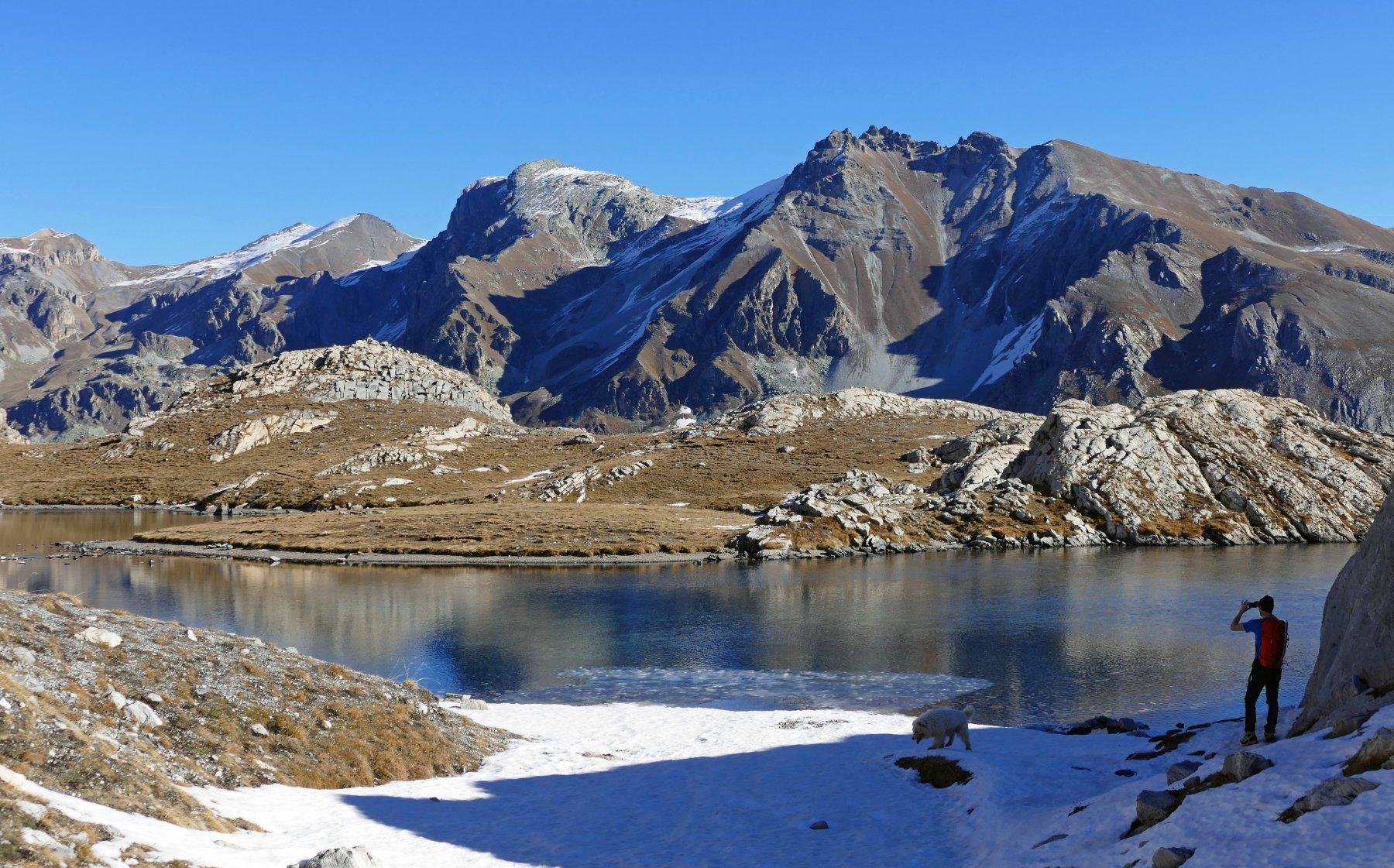 Salendo breve sosta fotografica al lago Niera