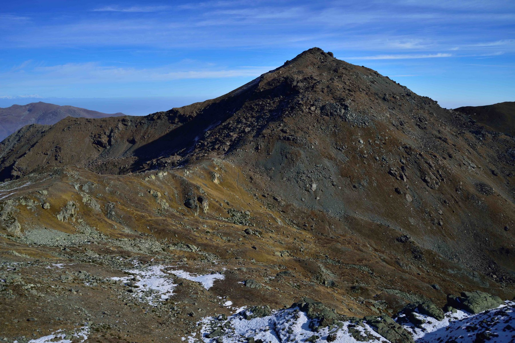 La Punta Rasciassa dalla cresta che scende verso il Colle di Luca