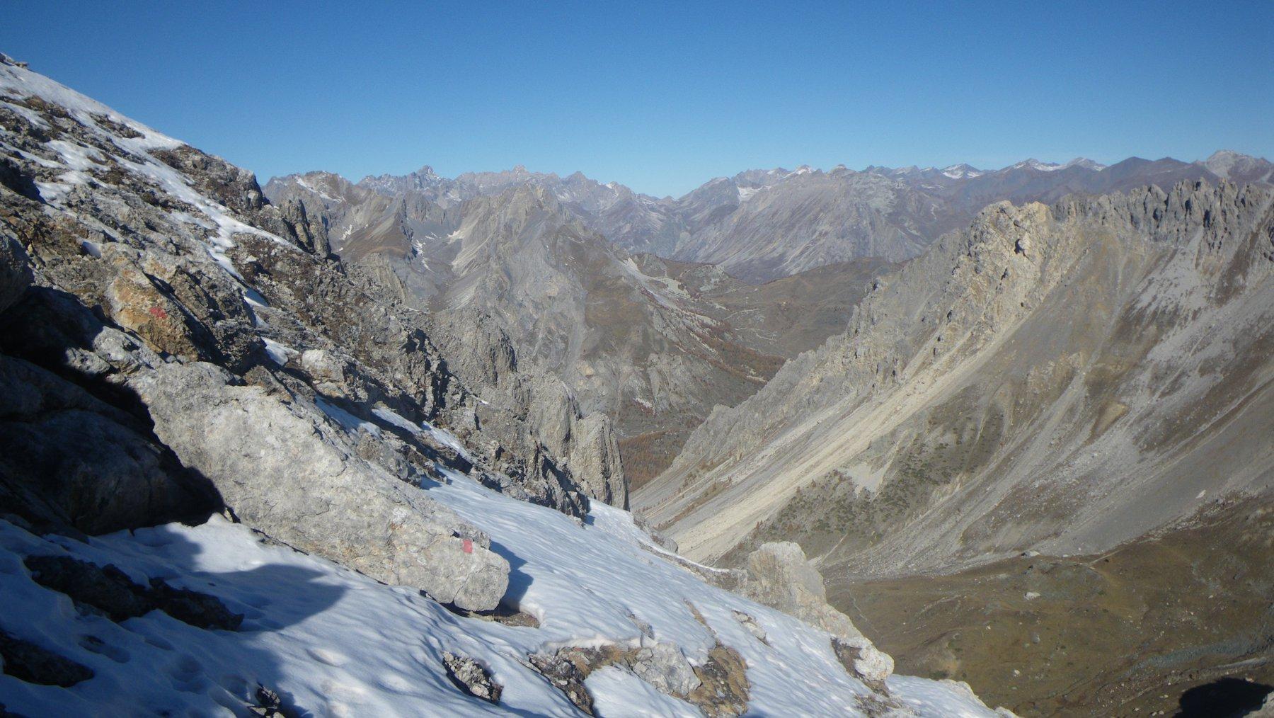 neve aggirata sul filo e sullo sfondo Autovallonasso e le due Chambeyron