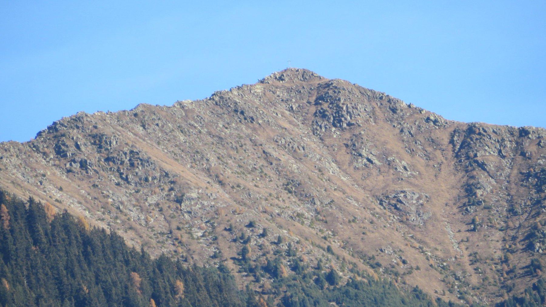 la cresta in cima piena di cornici