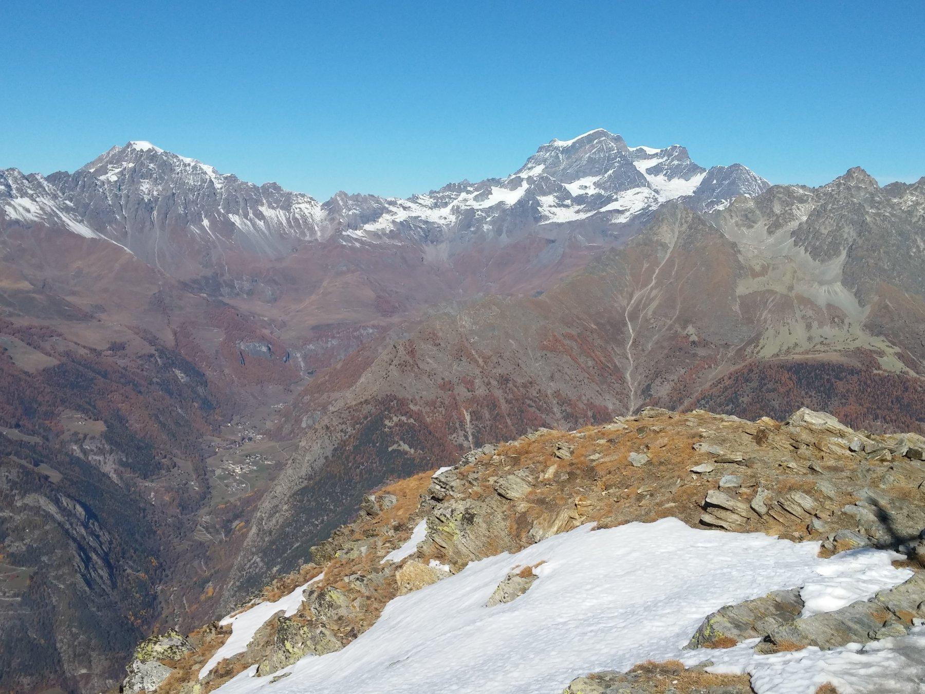 La valle di Ollomont dalla vetta, con a sx il Mont Velan e a dx il Gran Combin