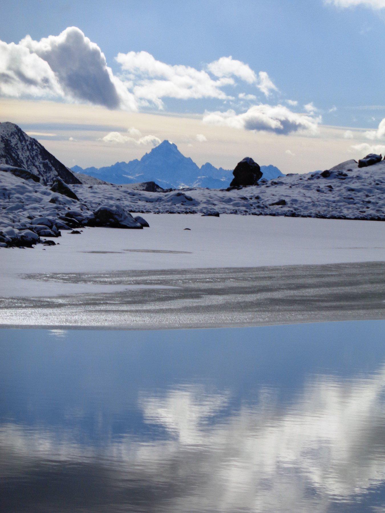 Lago Grande con il Monviso