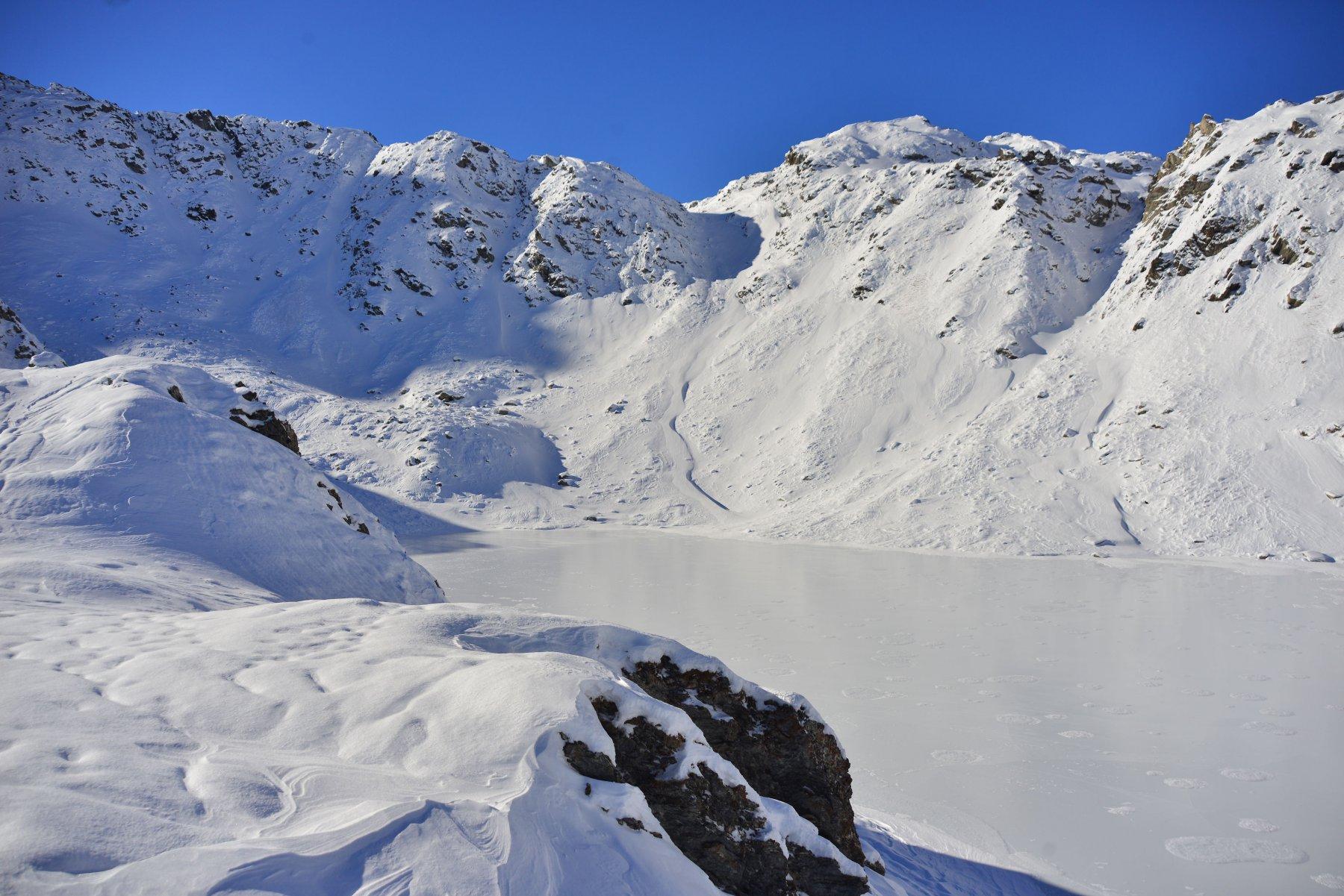 primo lago e a sinistra il canalino di salita