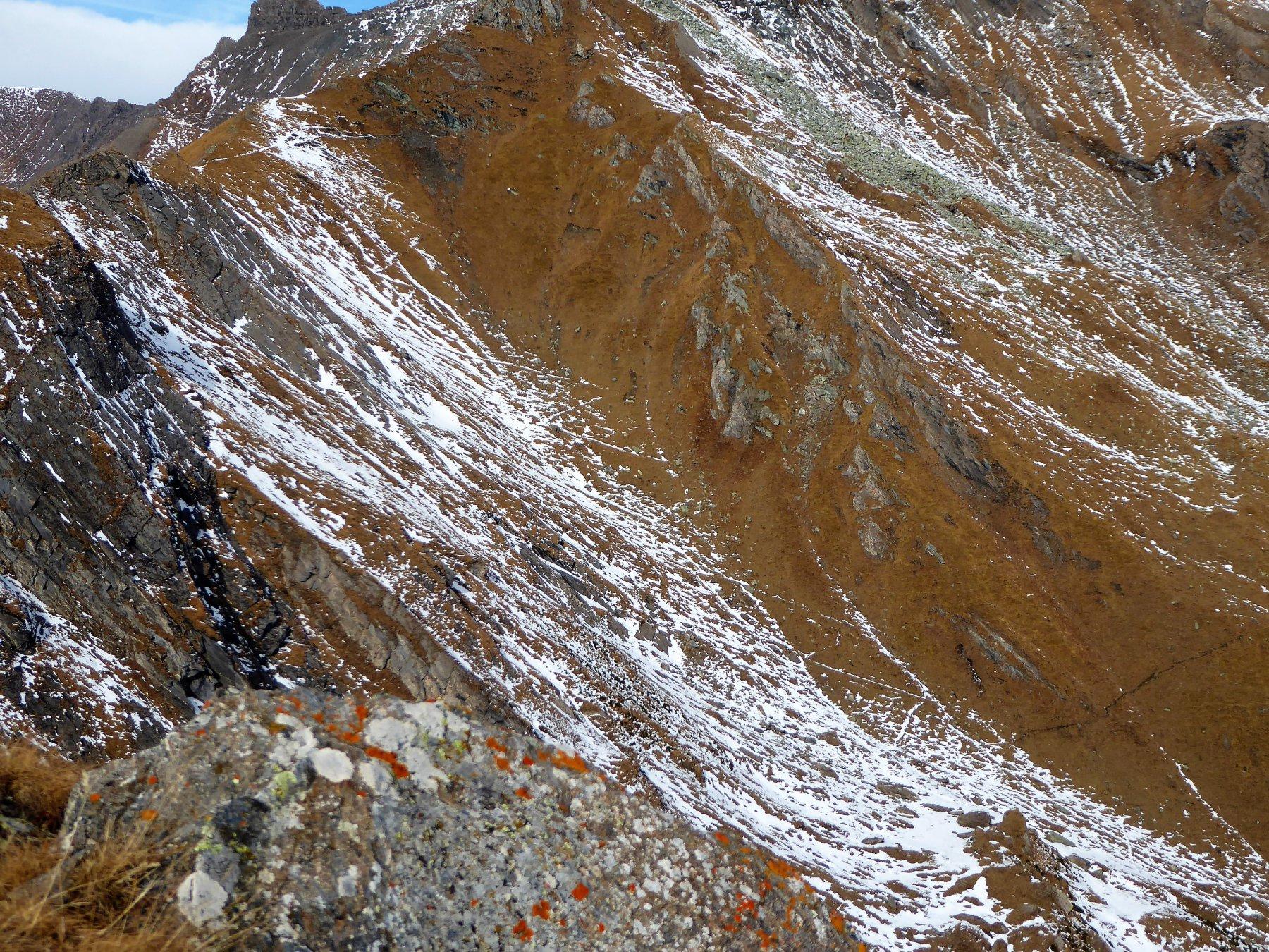 il vallone di discesa, con in alto a sinistra il Colle della Borra