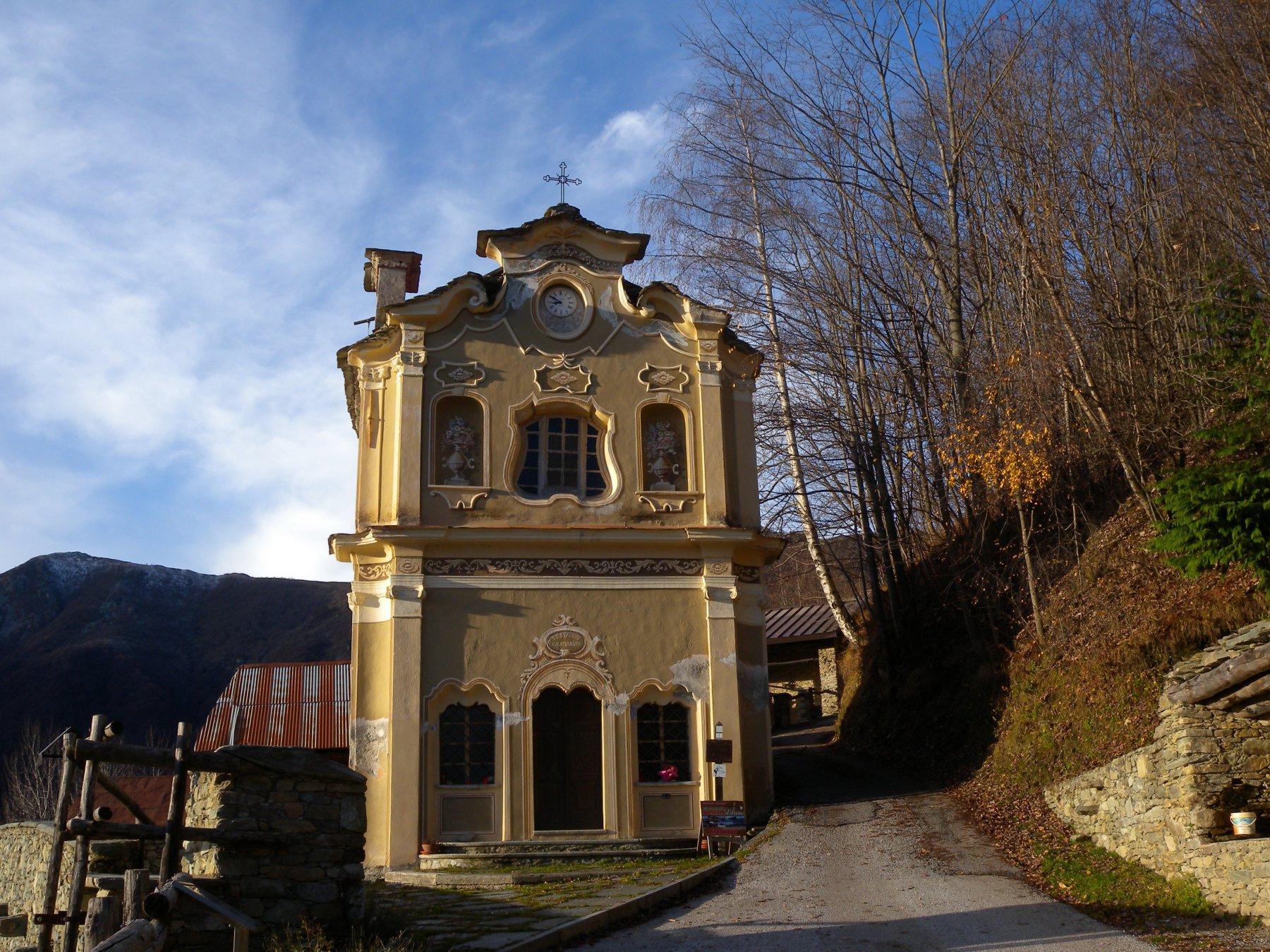 La bella facciata barocca della Chiesetta Sant'Anna