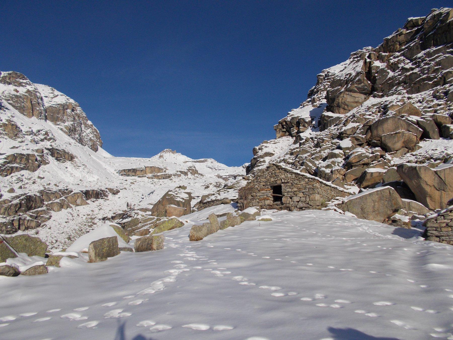all'alpe Balmot si pesta la prima neve..