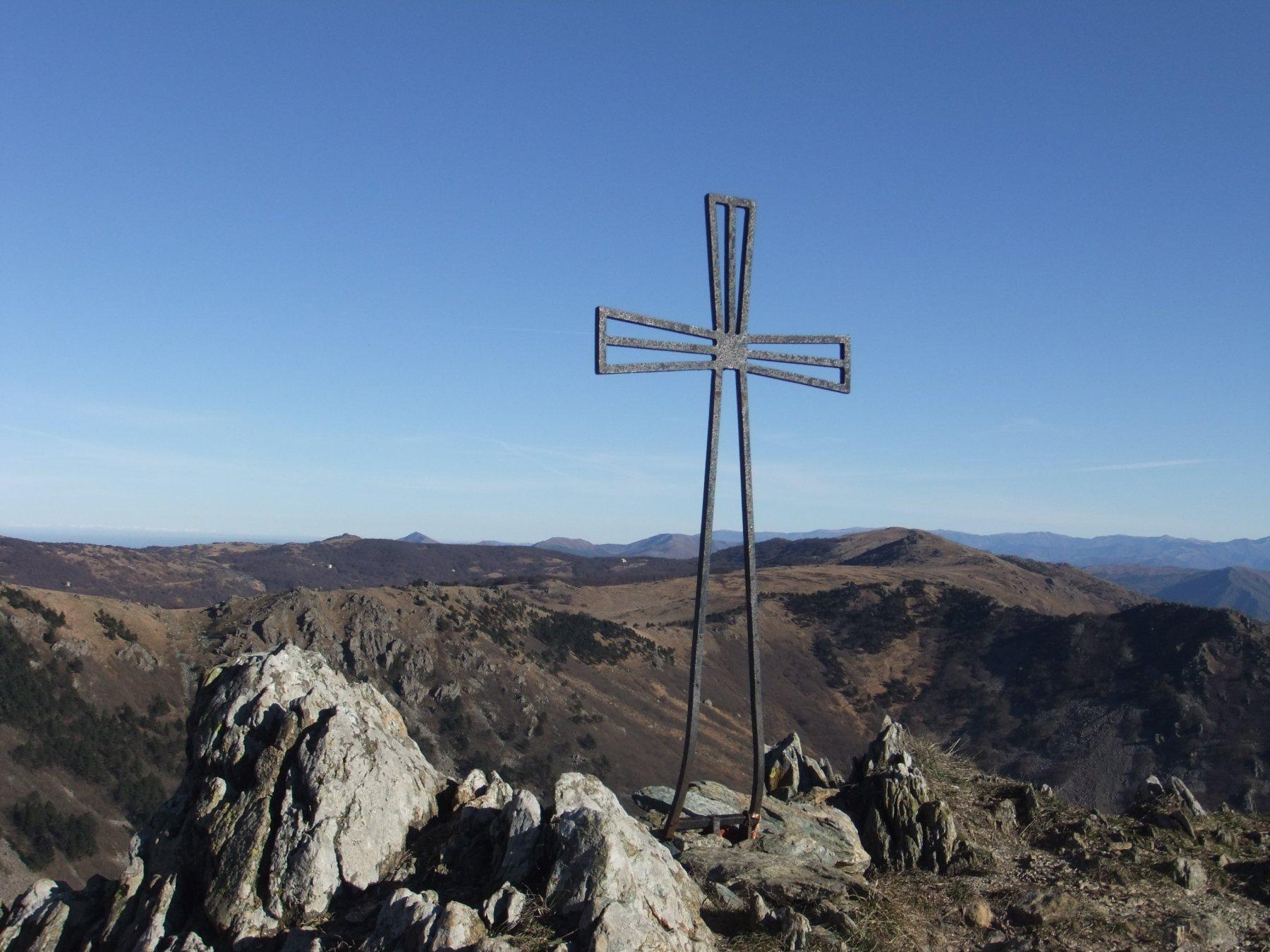 Una delle due croci in vetta al Monte Rama