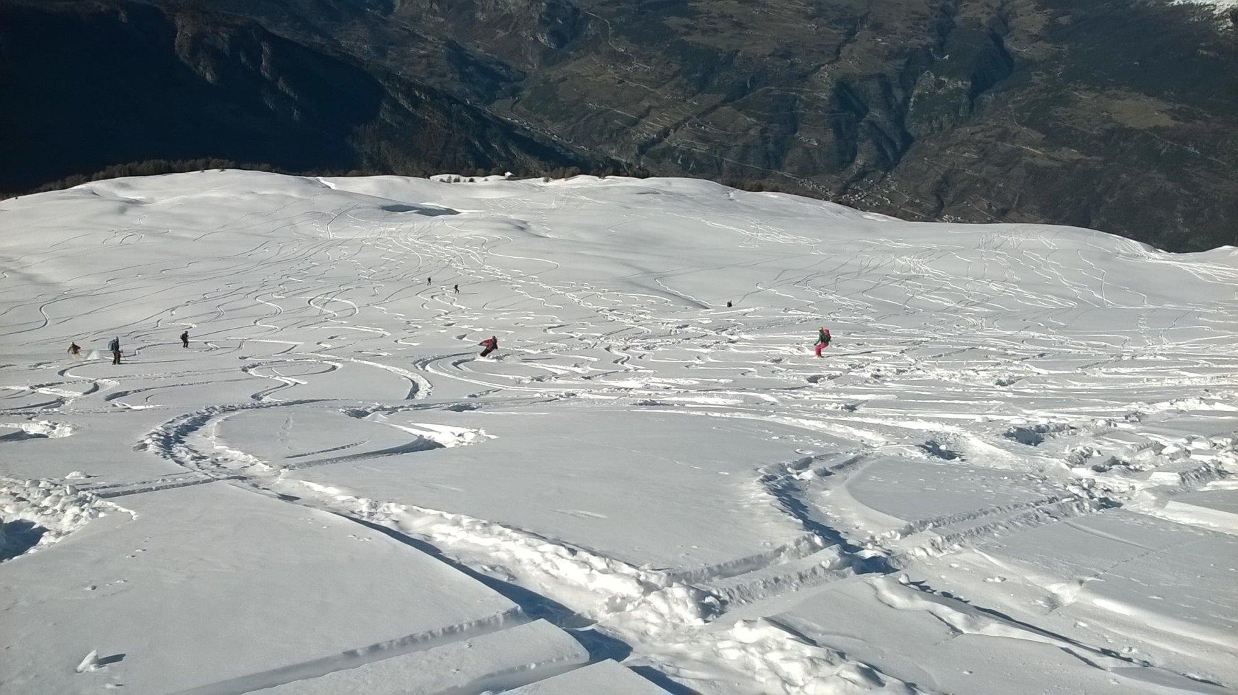 Neve fantastica nel pendio sommitale
