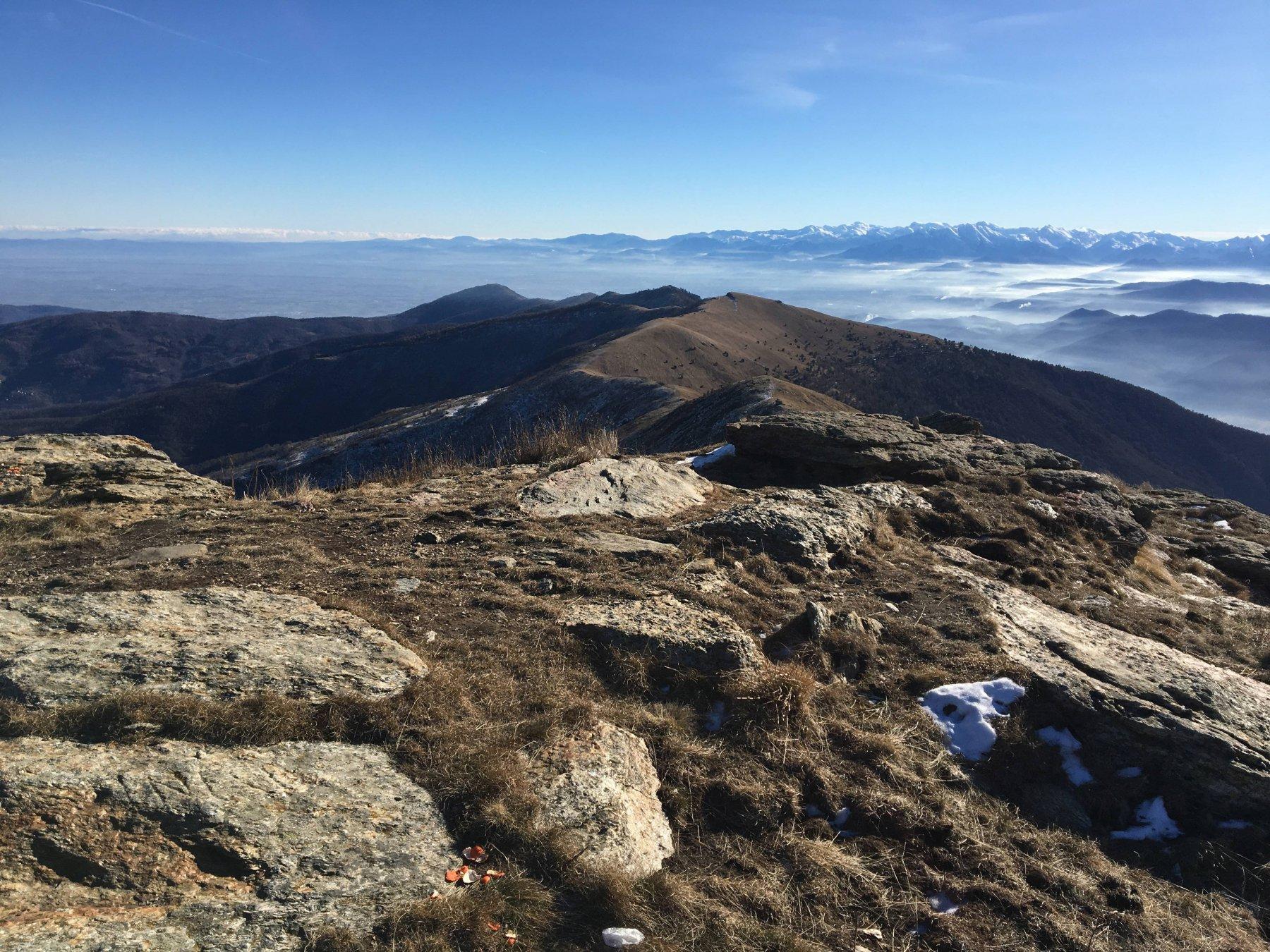 La lunga cresta di salita vista dalla cima del Birrone