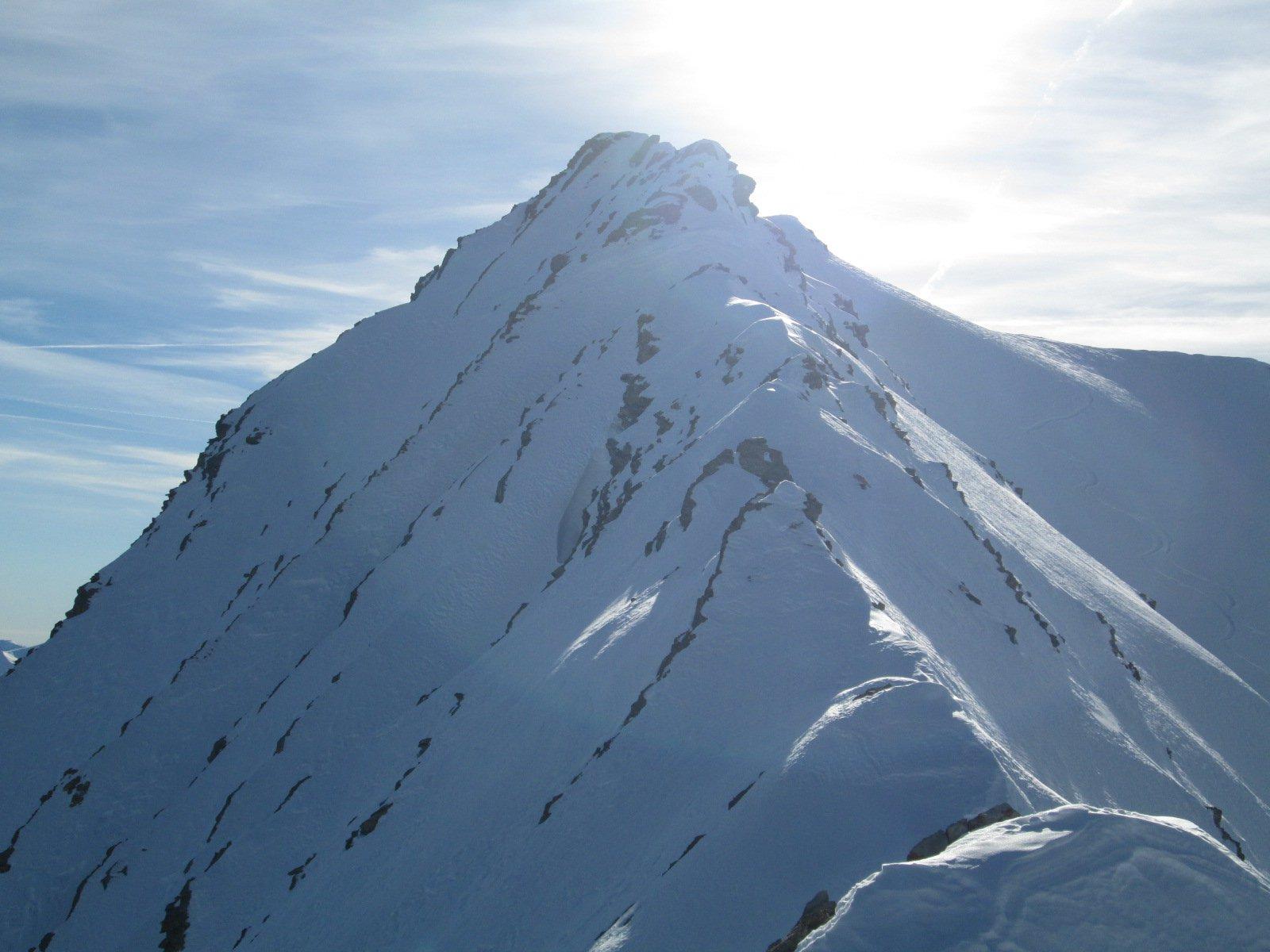 la cresta che porta in vetta vista dall'anticima