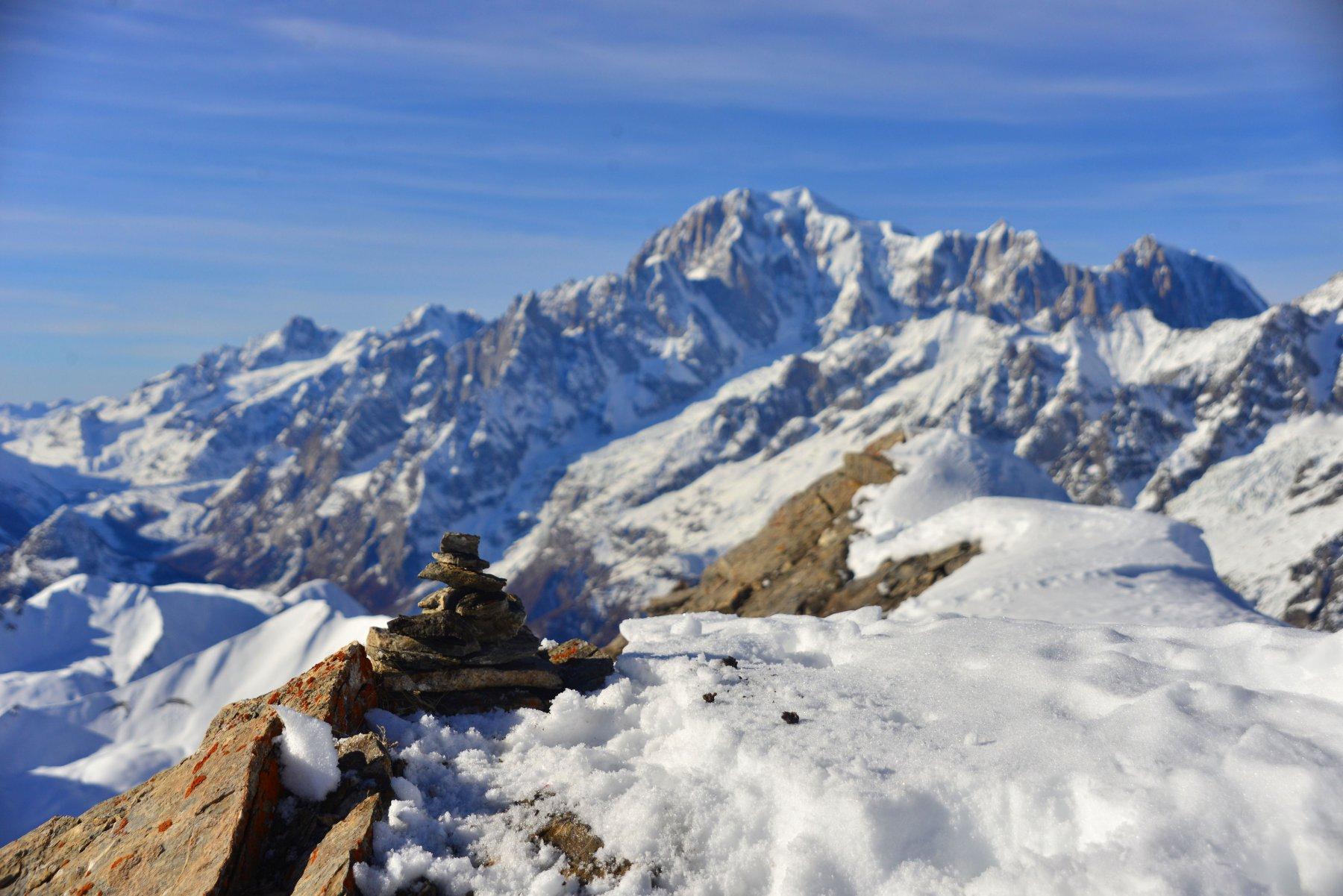 Monte Tsichette e sullo sfondo il Bianco