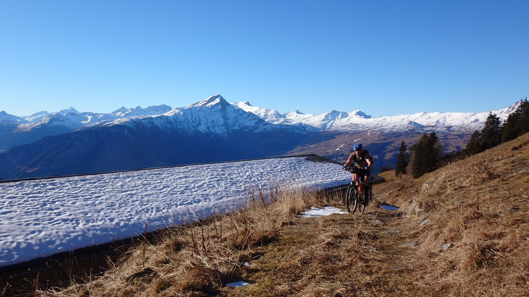 Alp Danis e Piz Beverin l'unica neve è sul tetto
