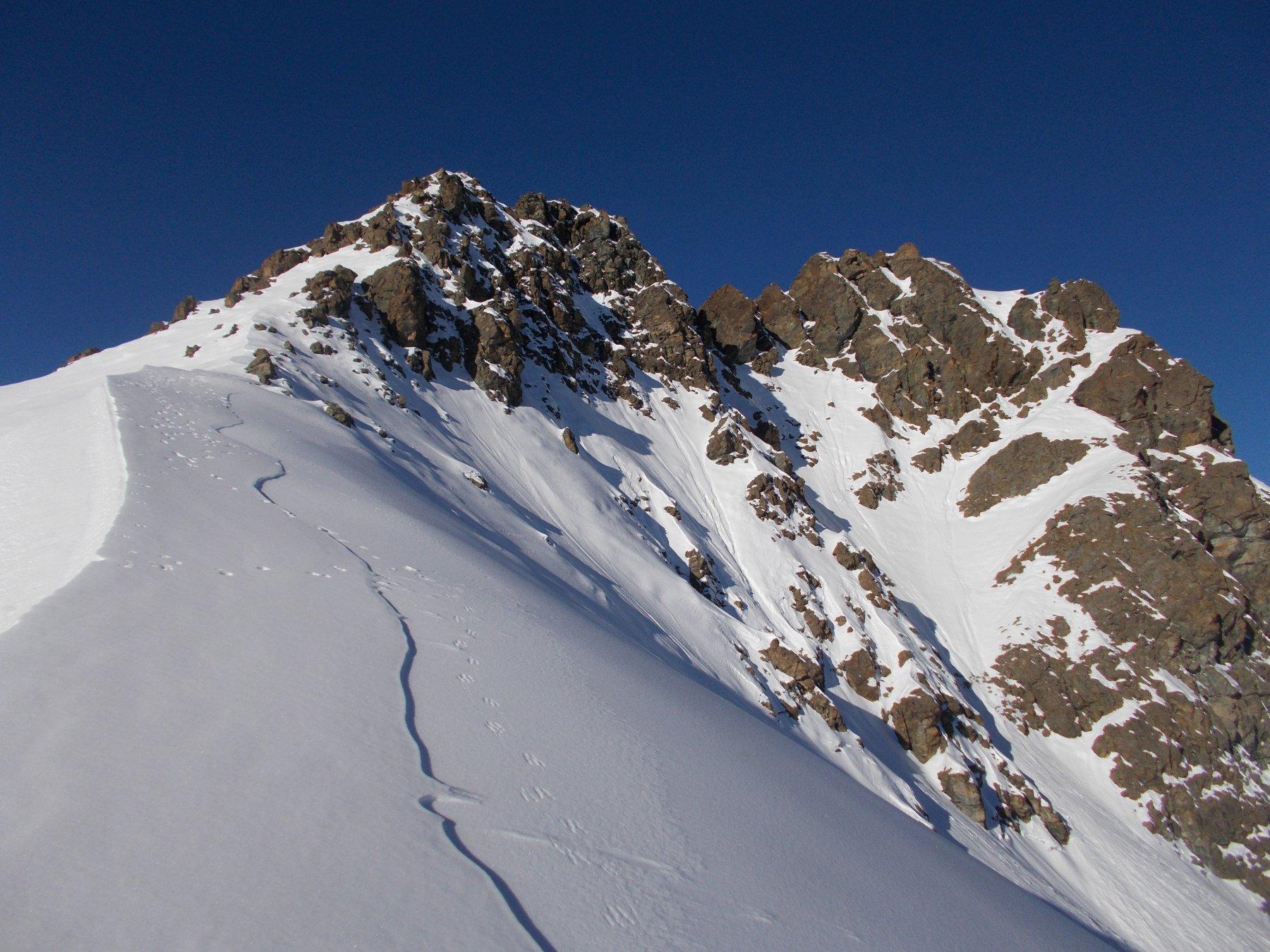 la cresta che da est porta al Torrione Mazzucchini..qui' di fronte..