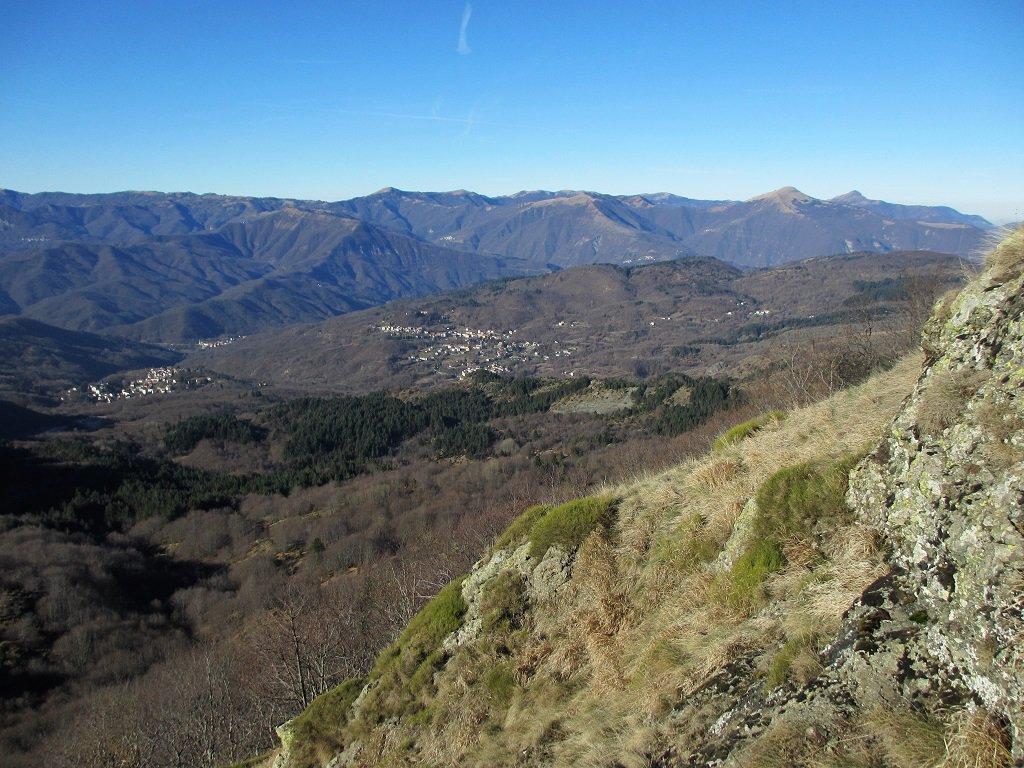Bella vista sulla val Trebbia e i paesi di Fontanigorda e Casanova