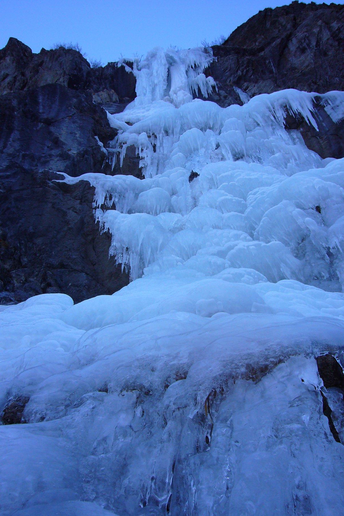La cascade ce jour, ouverte en haut