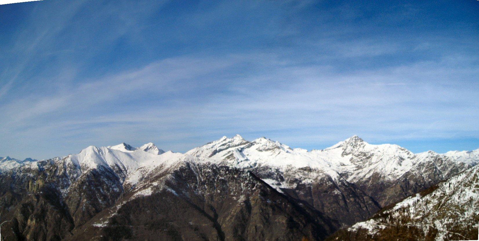 Panoramica sui monti della Valle del Lys.