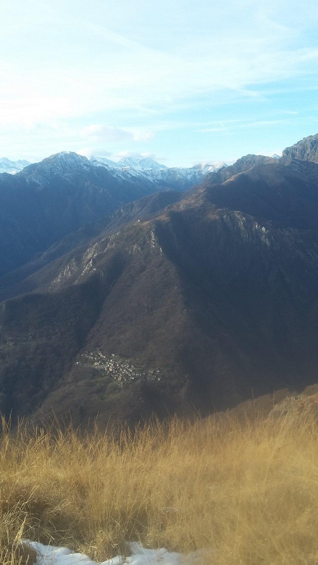 In basso Cicogna, a metà l'Alpino in alto i Michabel nebbiosi